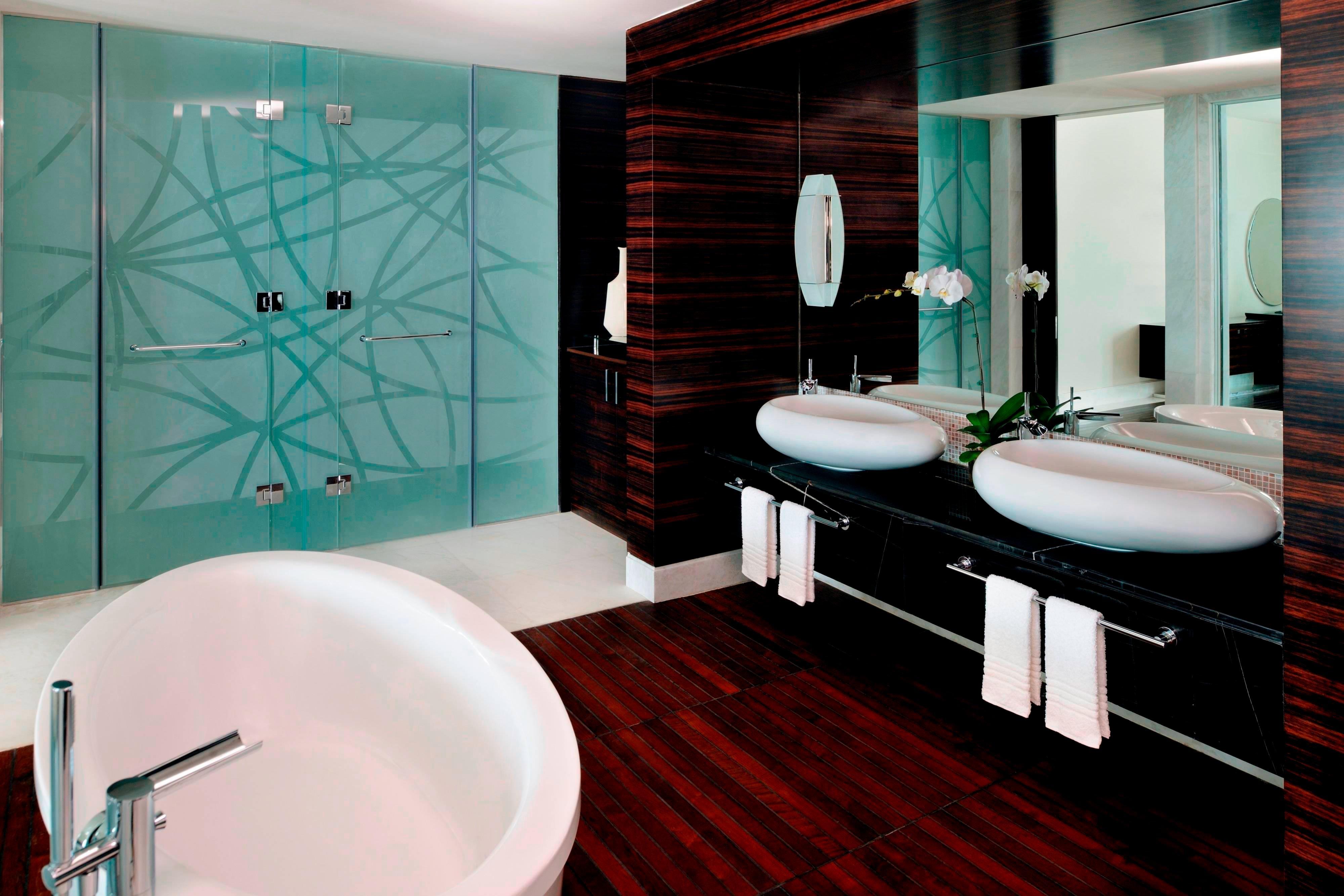 Bad einer Luxury Suite in Dubai