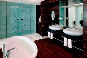 Bad einer Luxury Suite in Dubai
