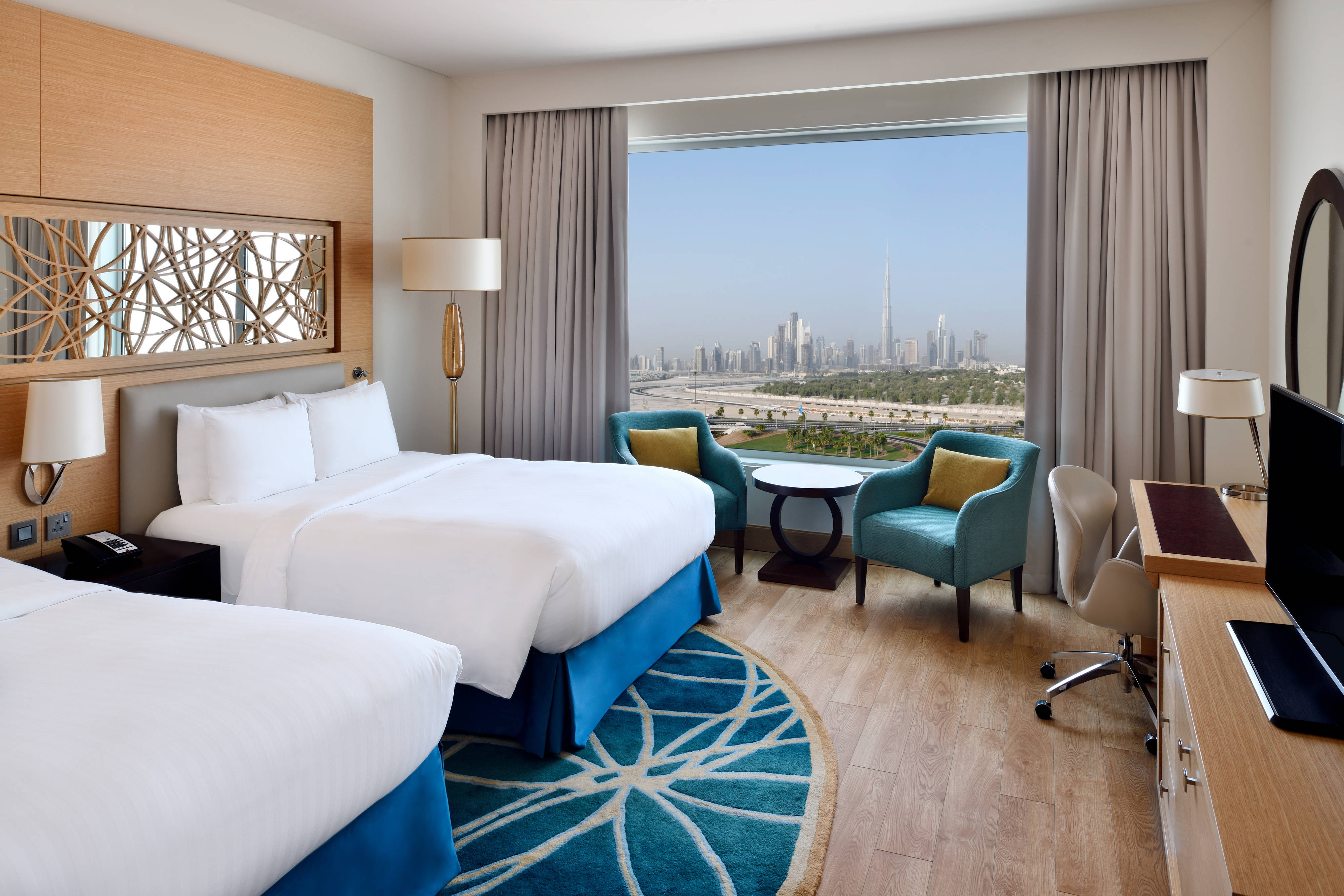 Deluxe Twin/Twin Guest Room - Skyline View
