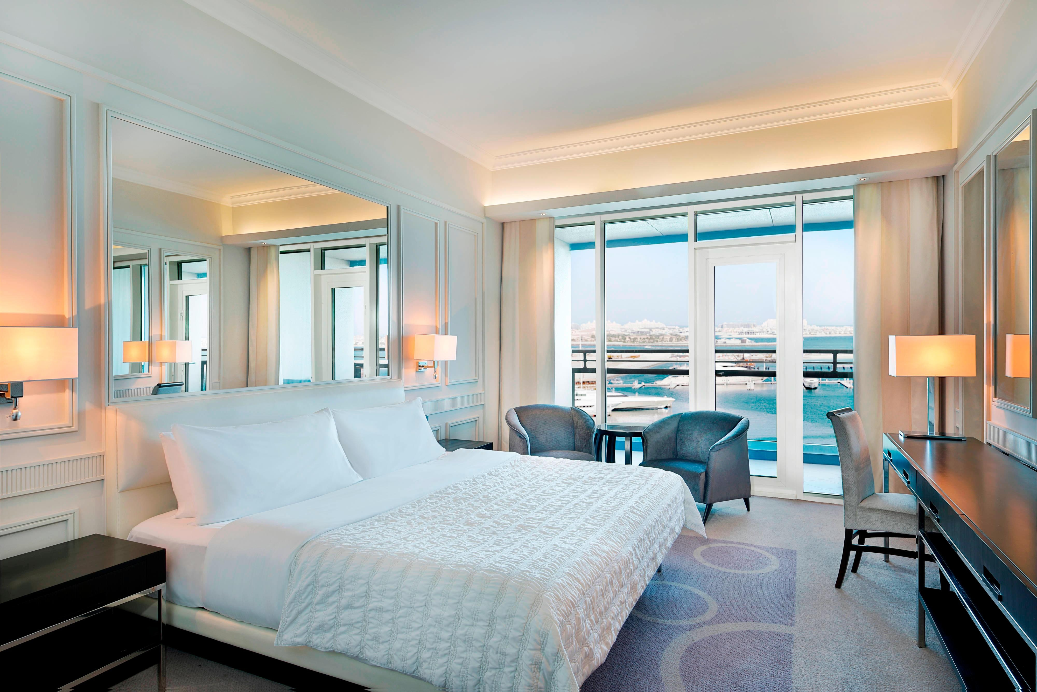King Deluxe Club Sea View Guest Room