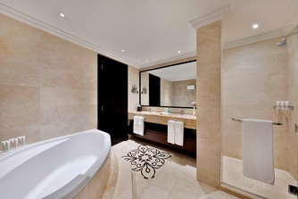 Deluxe Suite - Bathroom