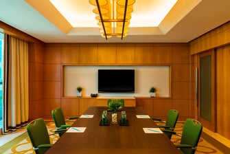 Sala de reuniones 2 con configuración estilo sala de juntas