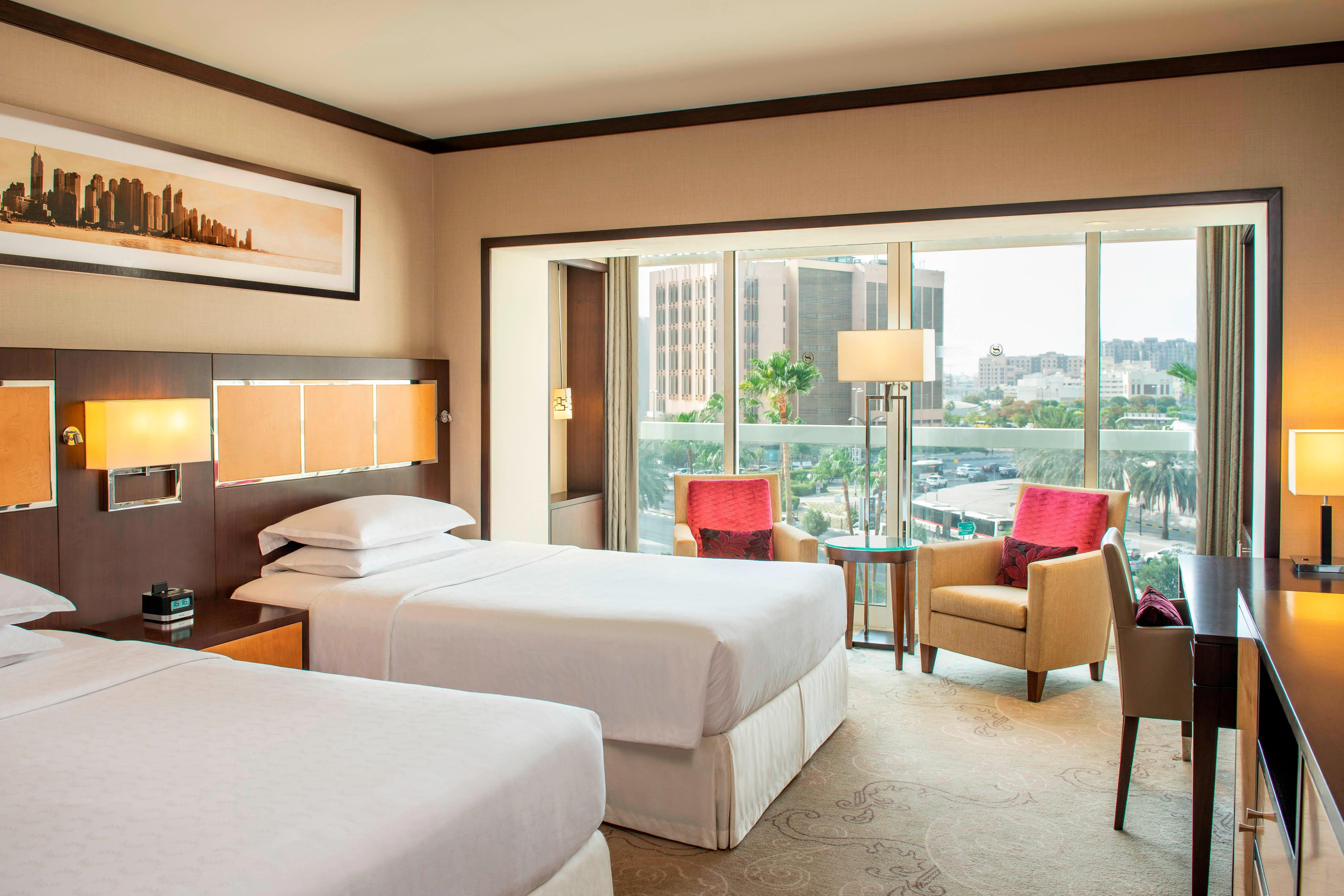 Twin/Twin Deluxe Guest Room - City View