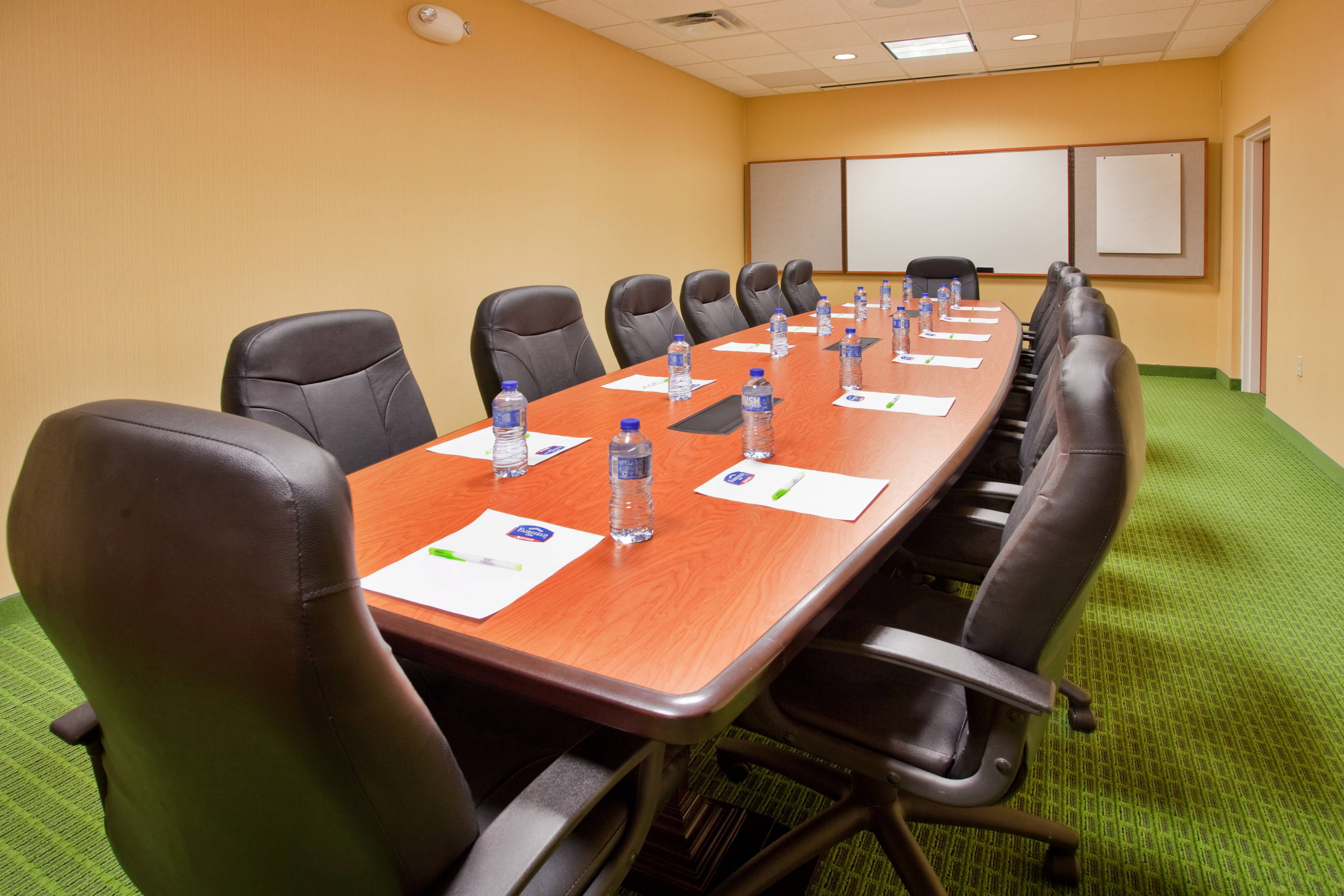 Fairfield Inn & Suites Kearney Boardroom