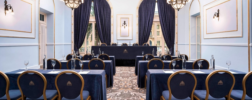 Sala para reuniones Zubia configurada como aula