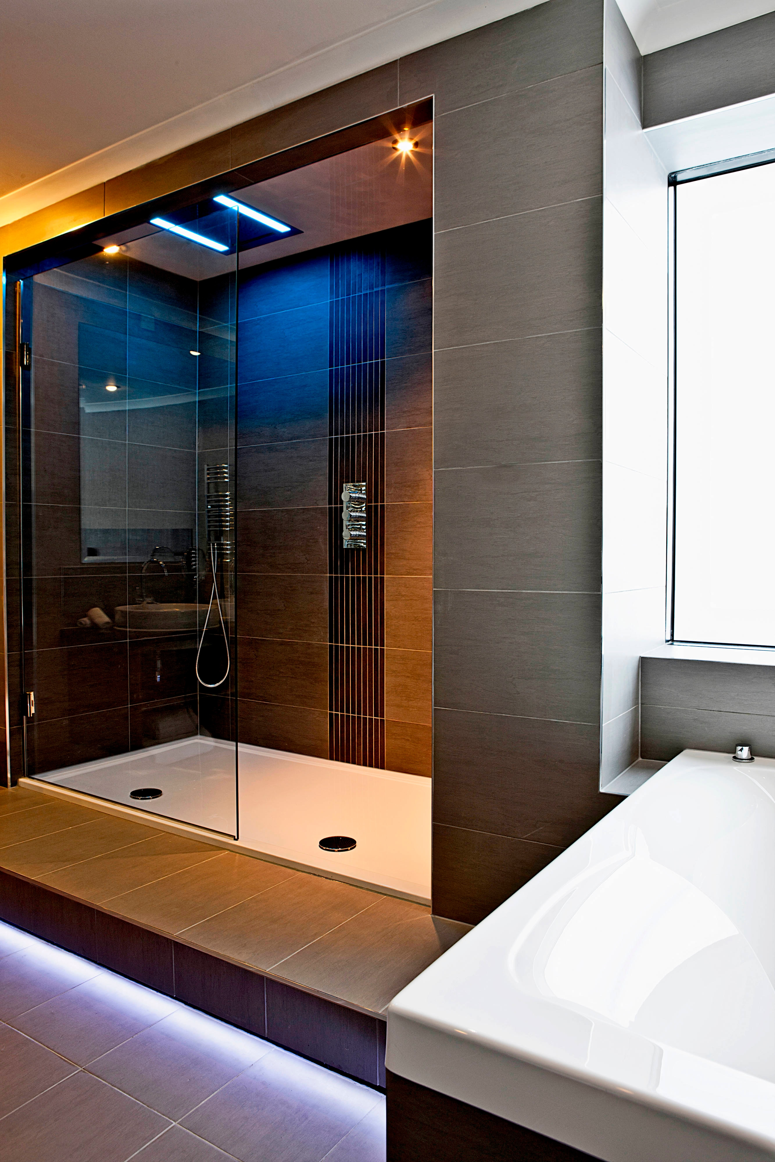 Glasshouse Deluxe Suite Bathroom