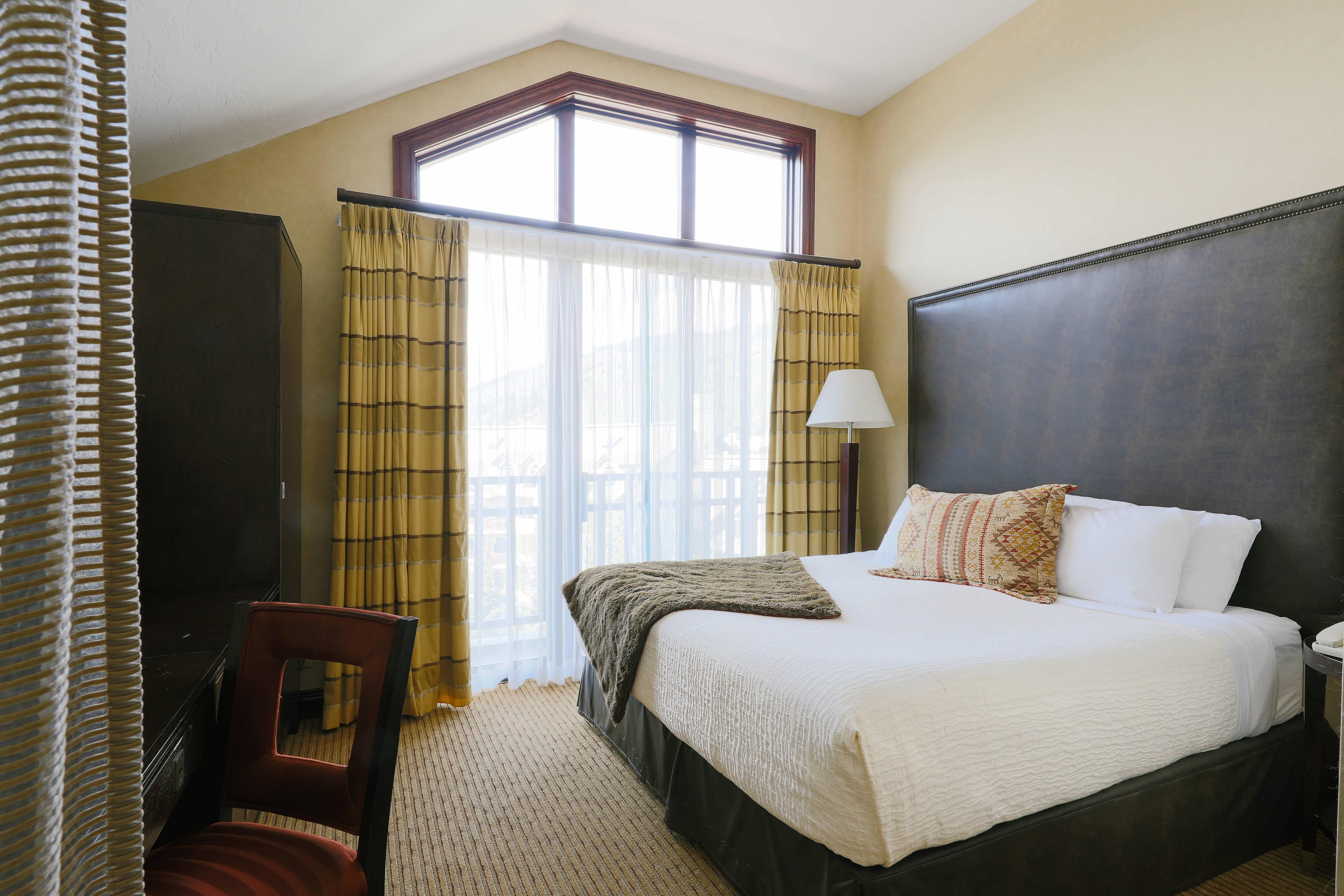King Guest Room - River View