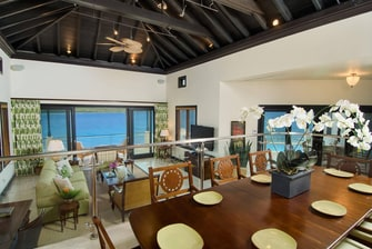 Sala de estar en la villa privada de las Islas Vírgenes Británicas