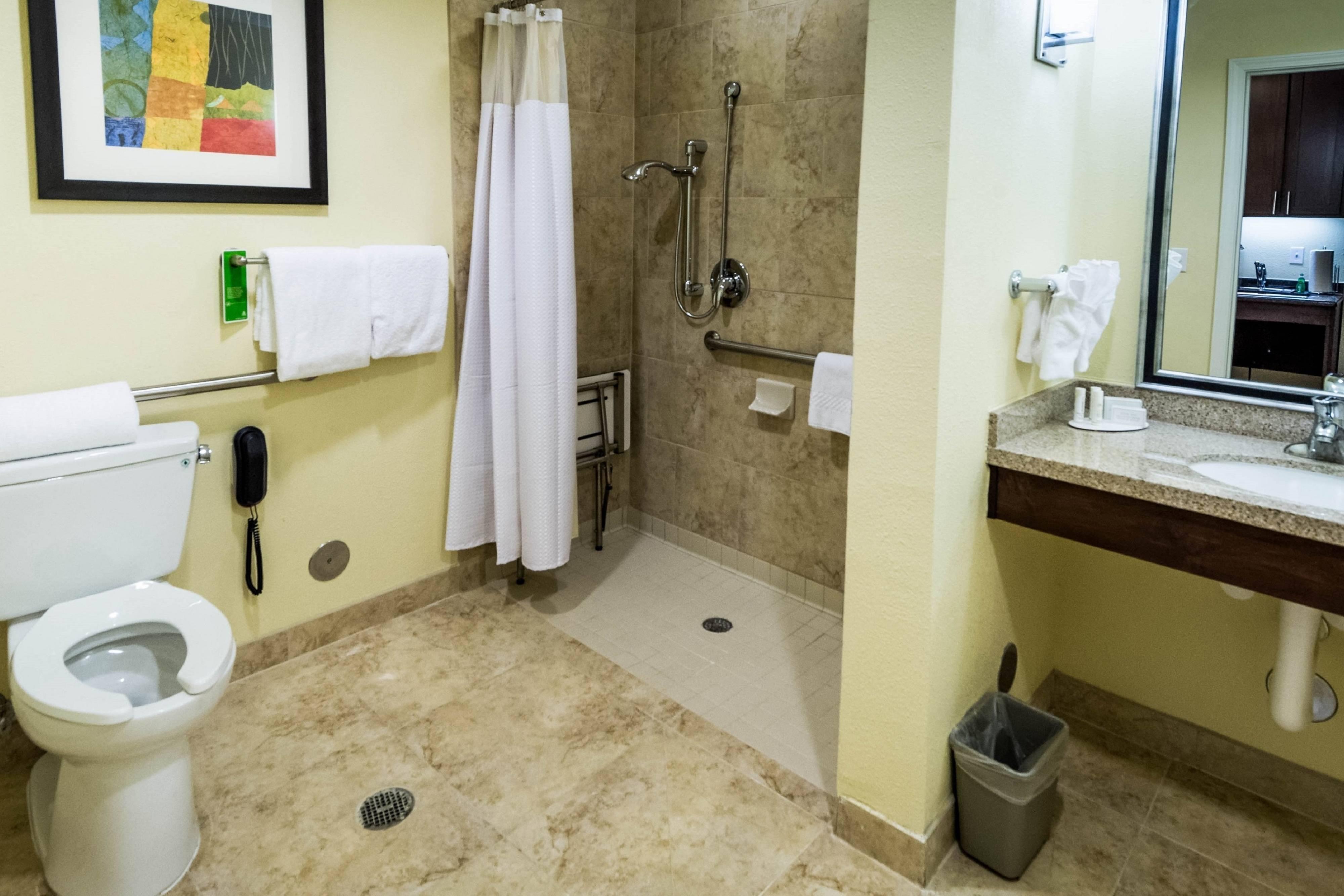 El Paso Hotel Bathroom Suite