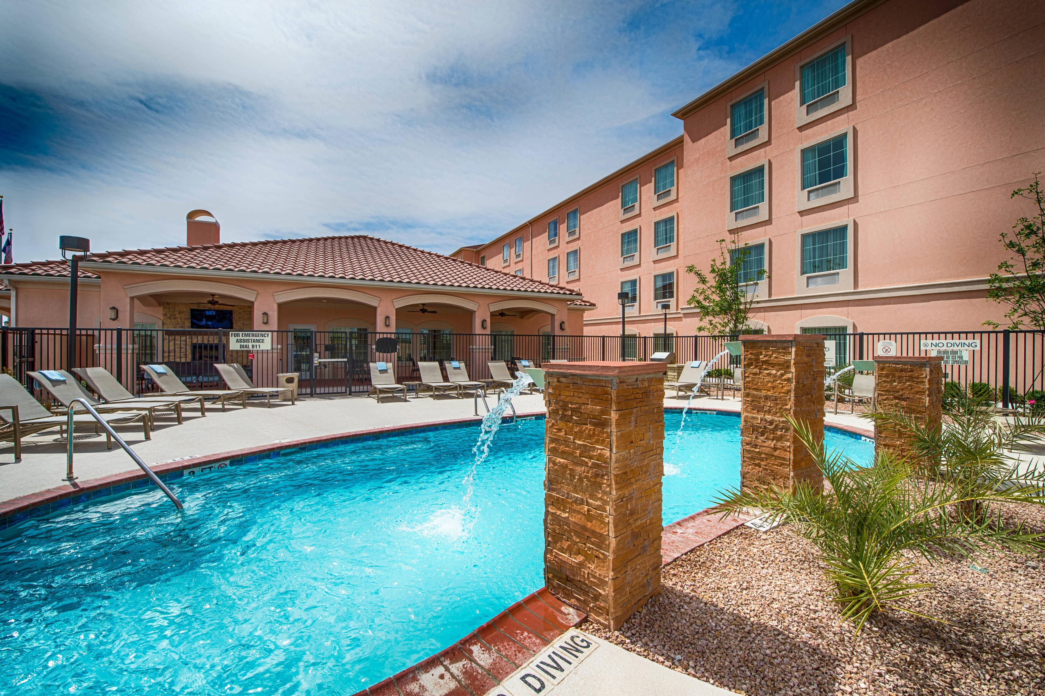 Outdoor Hotel Pool El Paso