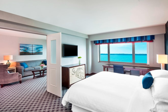 Sunset Suite Deluxe King Room
