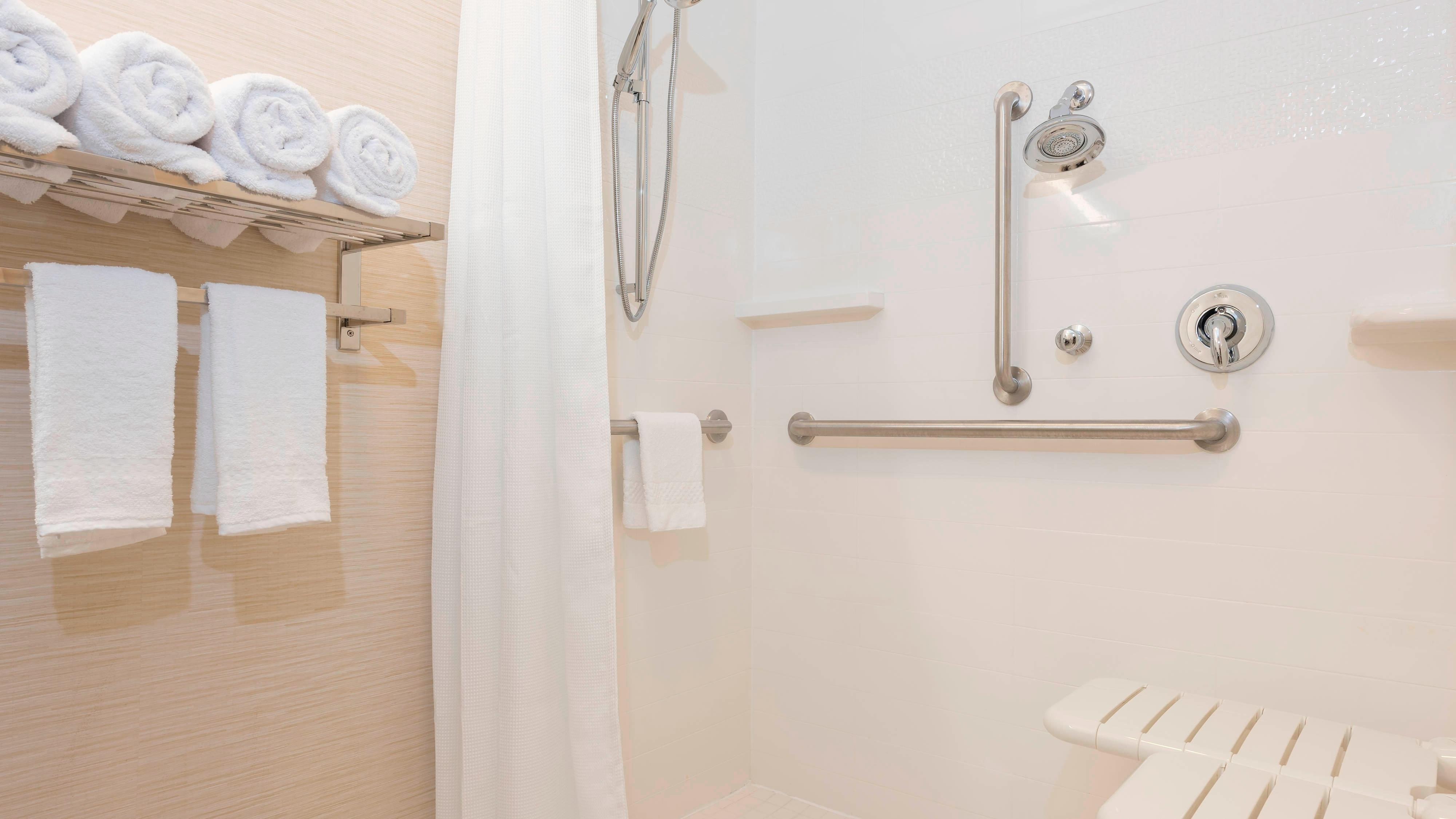 Fairfield Inn & Suites Fredericksburg Accessible Suite Bathroom