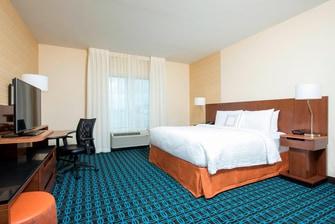 Fairfield Inn & Suites Fredericksburg Guest Room