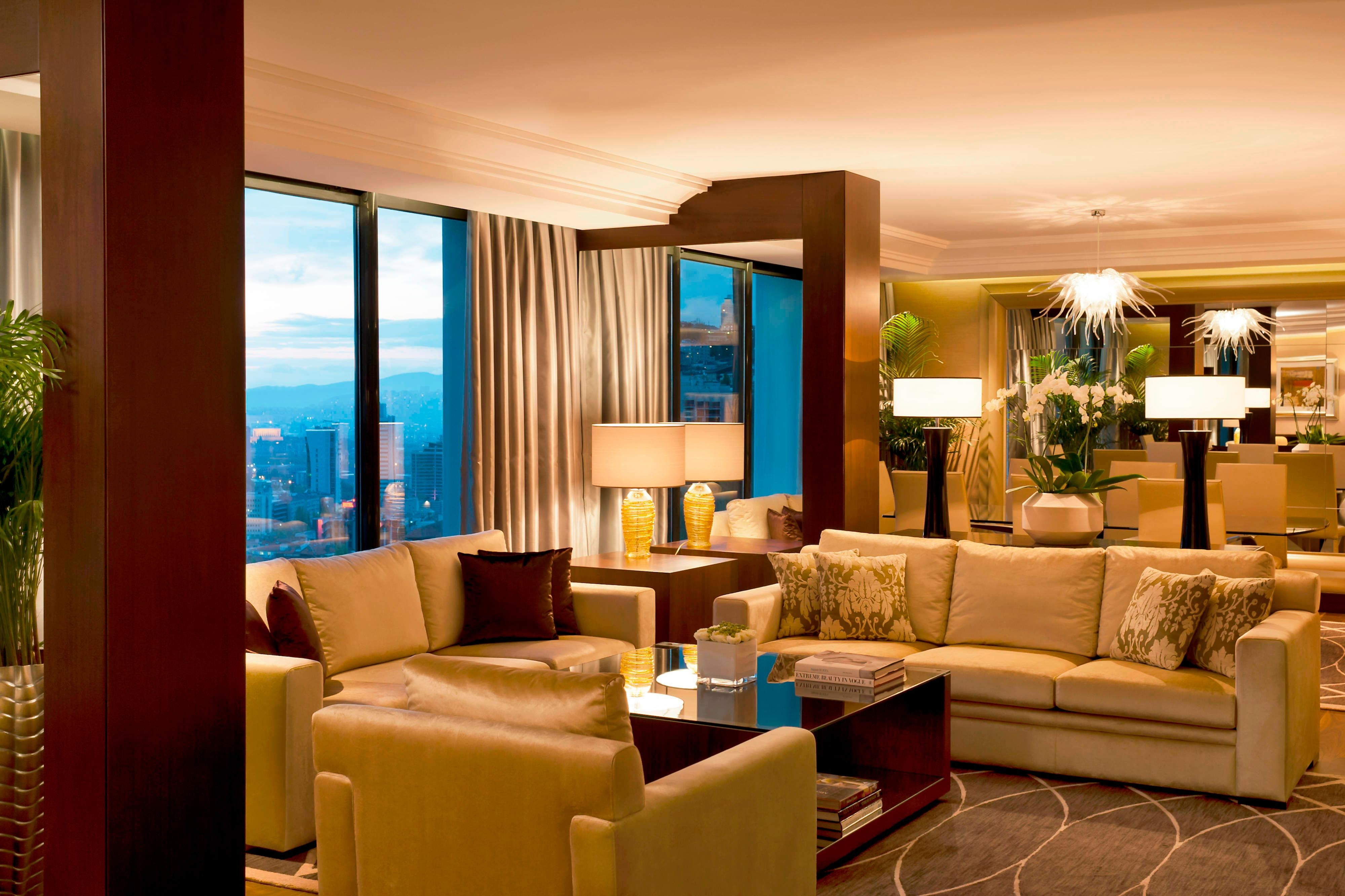 Lugal Suite - sitting and Dining Area