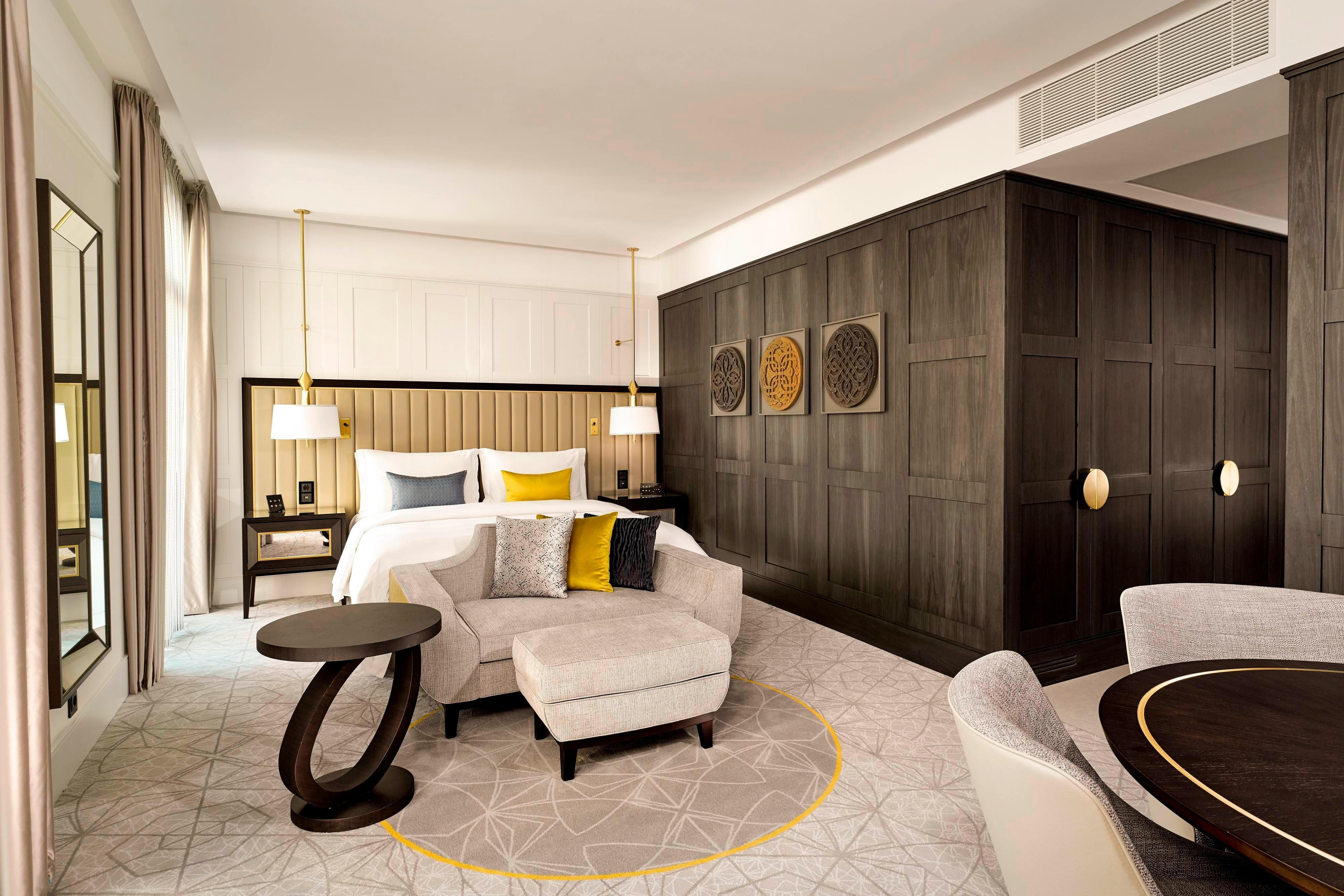 Queen Deluxe Guest Room