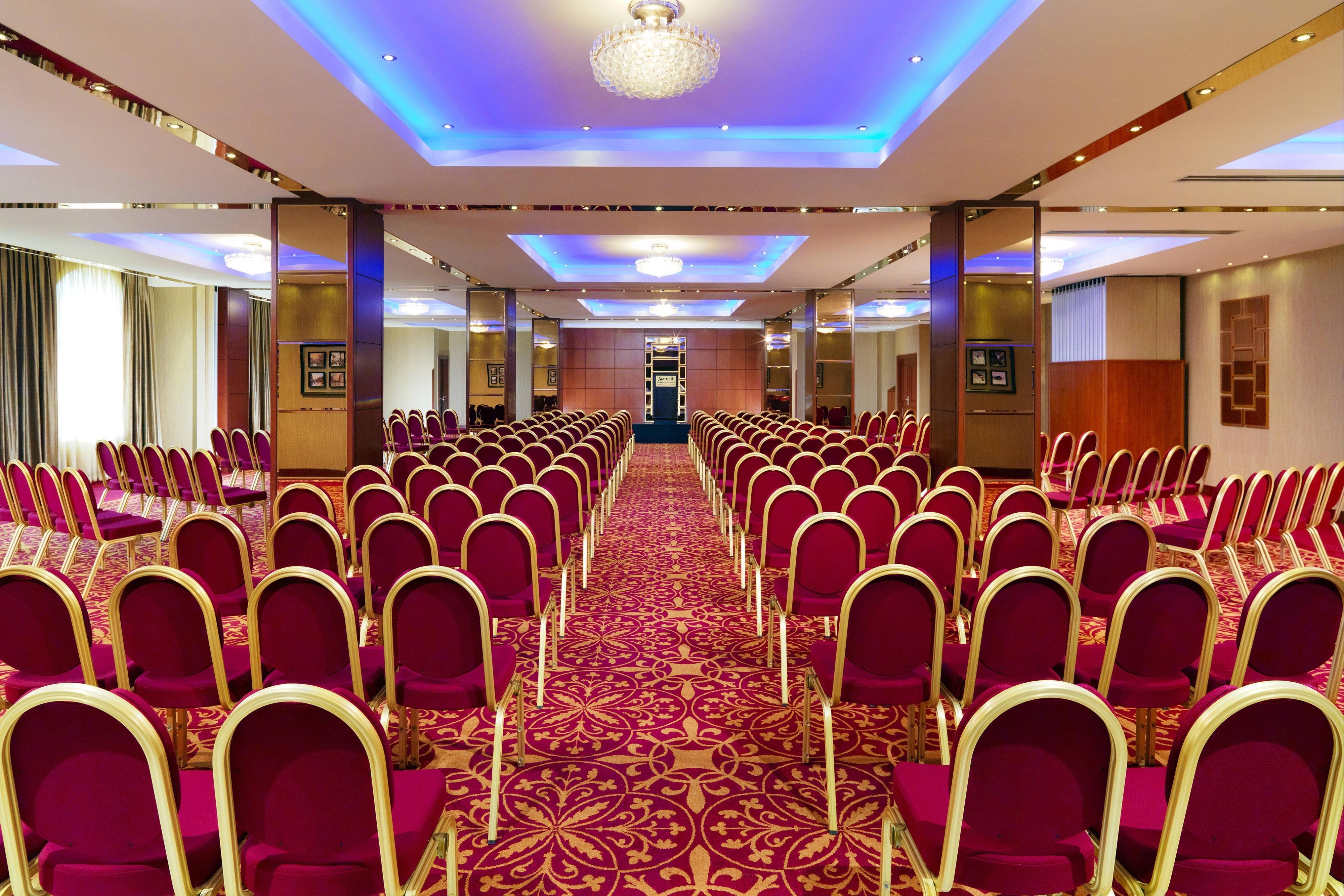 Espacio para reuniones del Marriott Hotel Yerevan