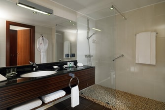 Tsaghkadzor hotel Suite Bathroom