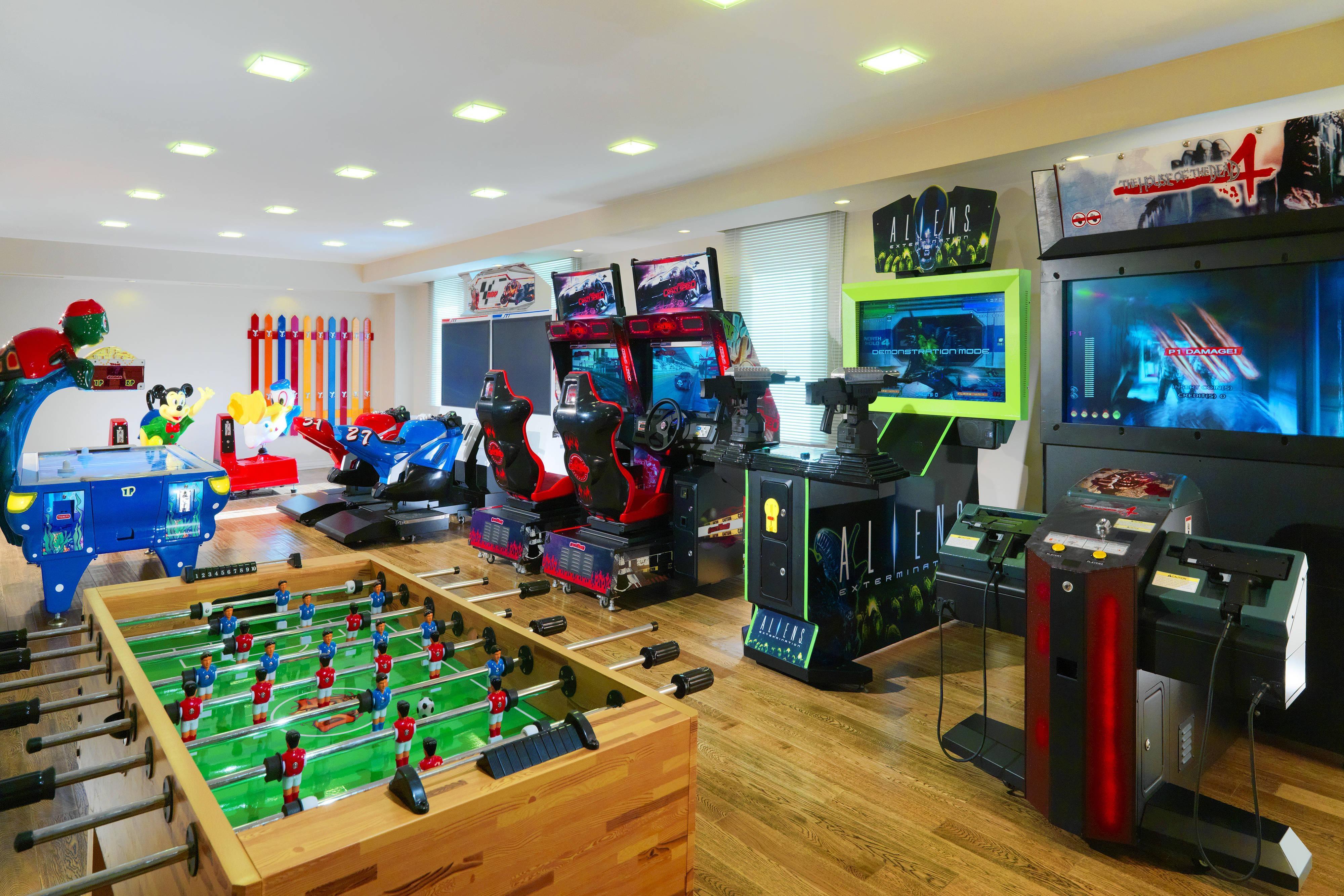 Зал с видеоиграми в отеле в Цахкадзоре
