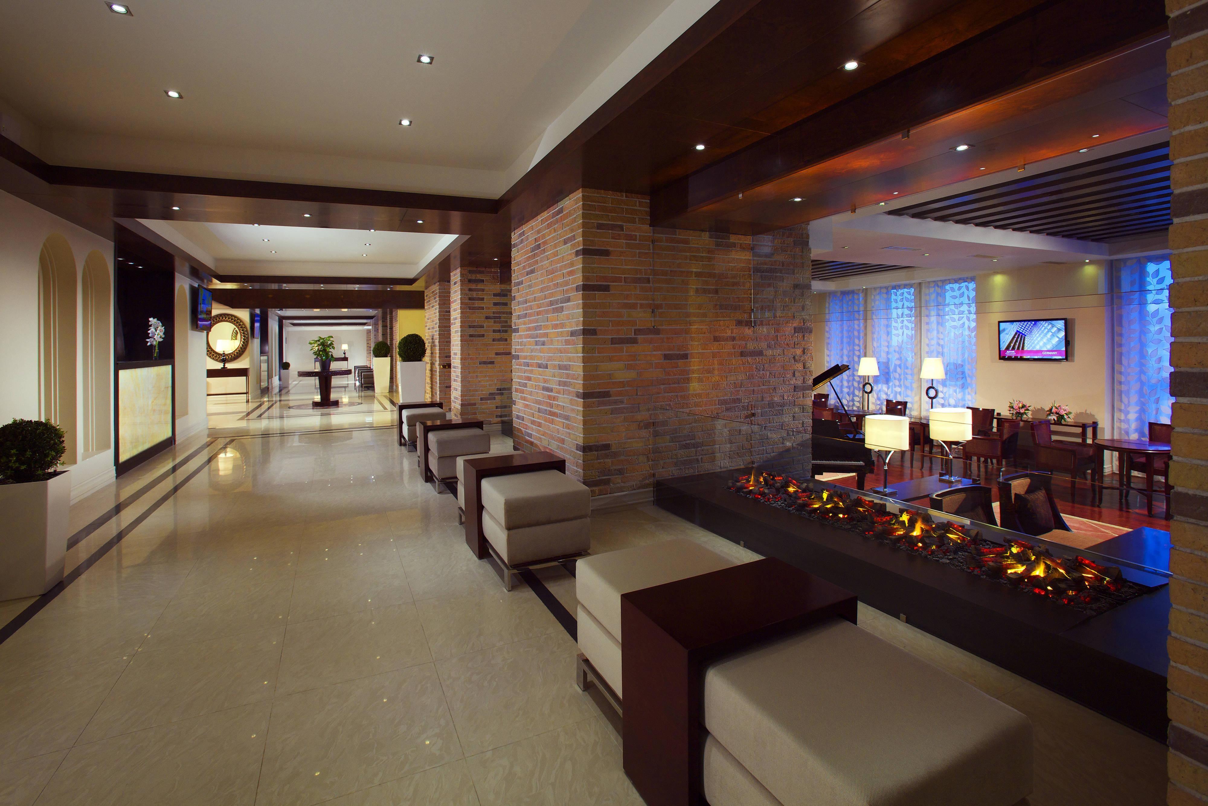 Стойка регистрации в отеле Marriott в Цахкадзоре