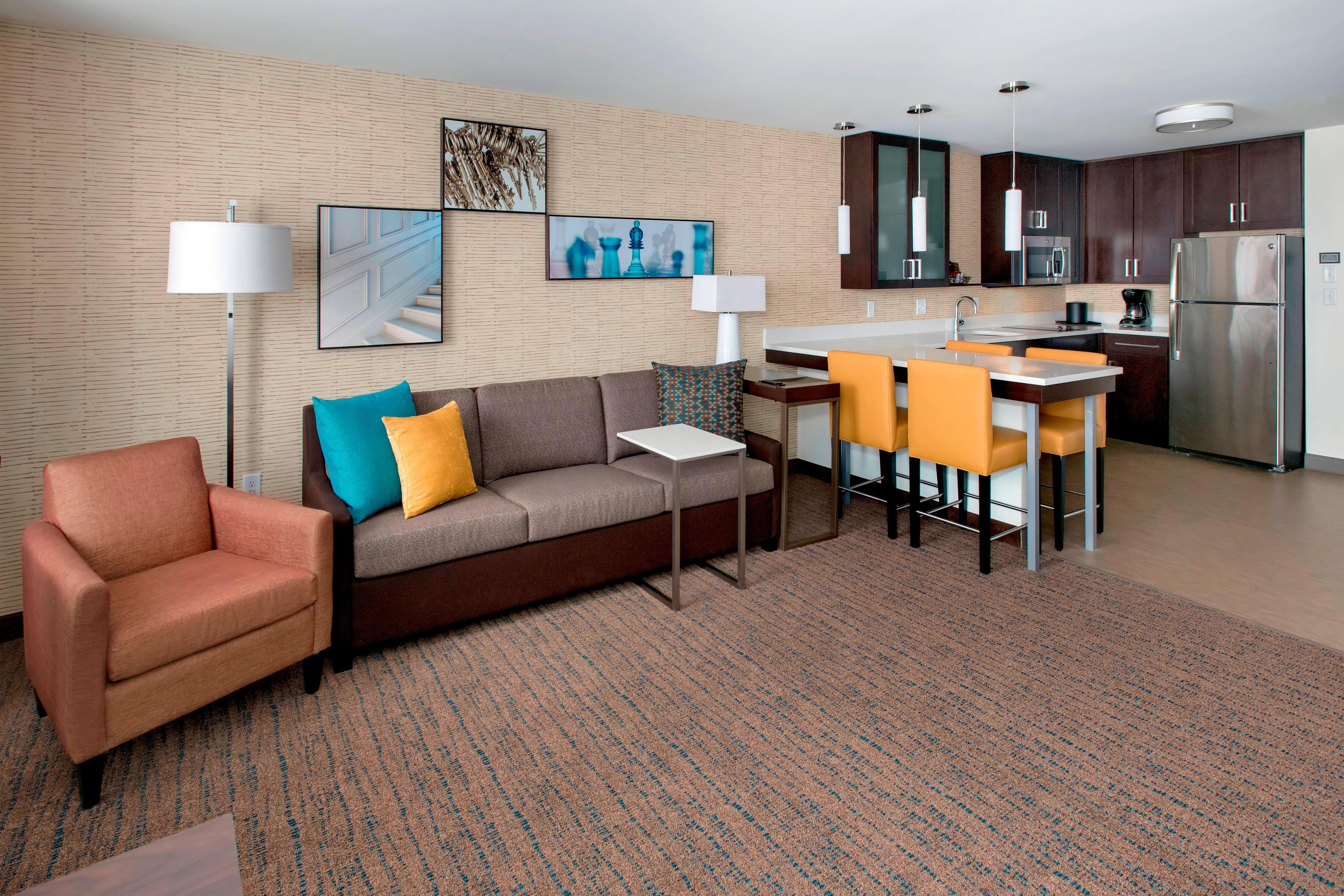Studio Queen/Queen Suite - Living Area