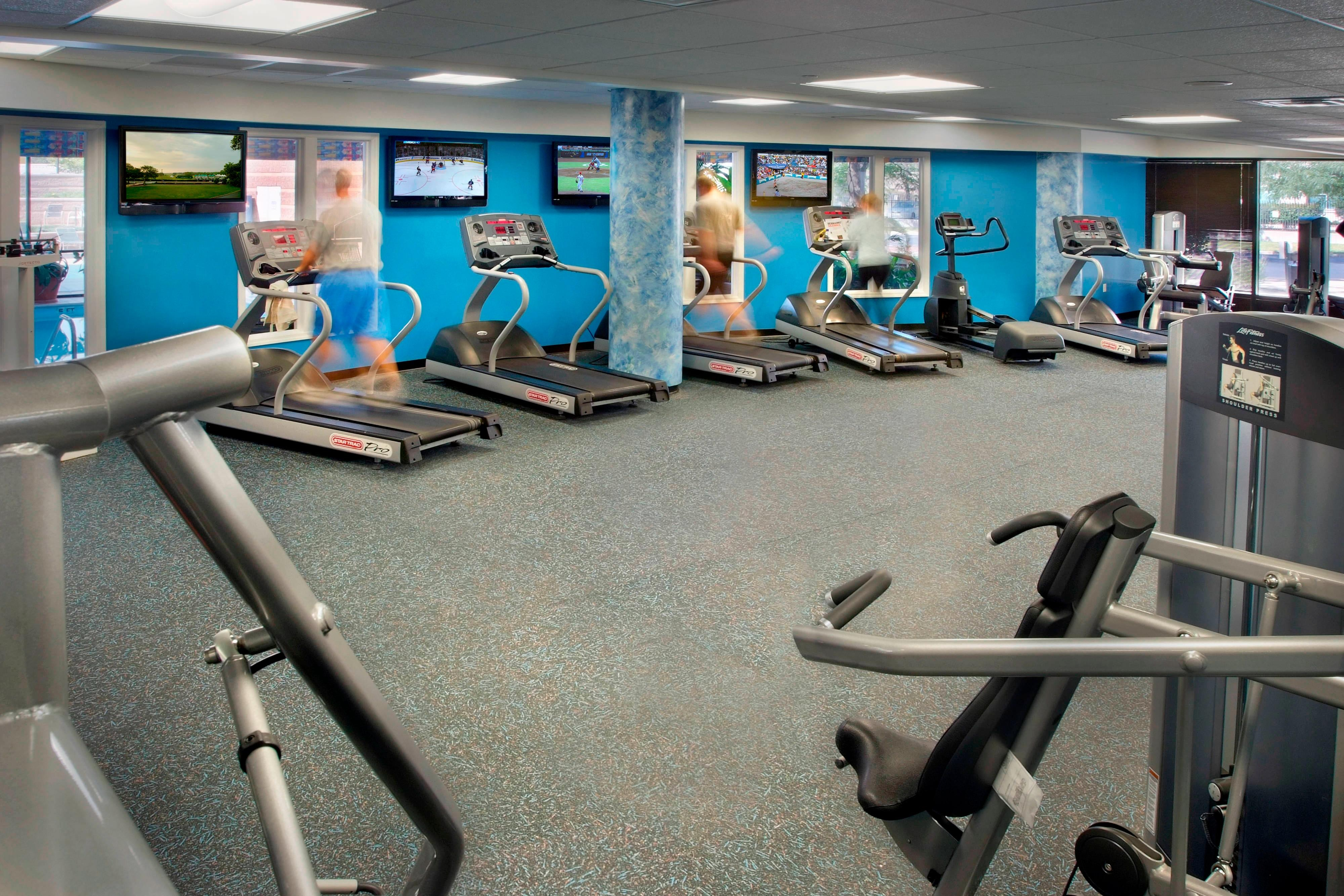 Fitness center in EWR hotel