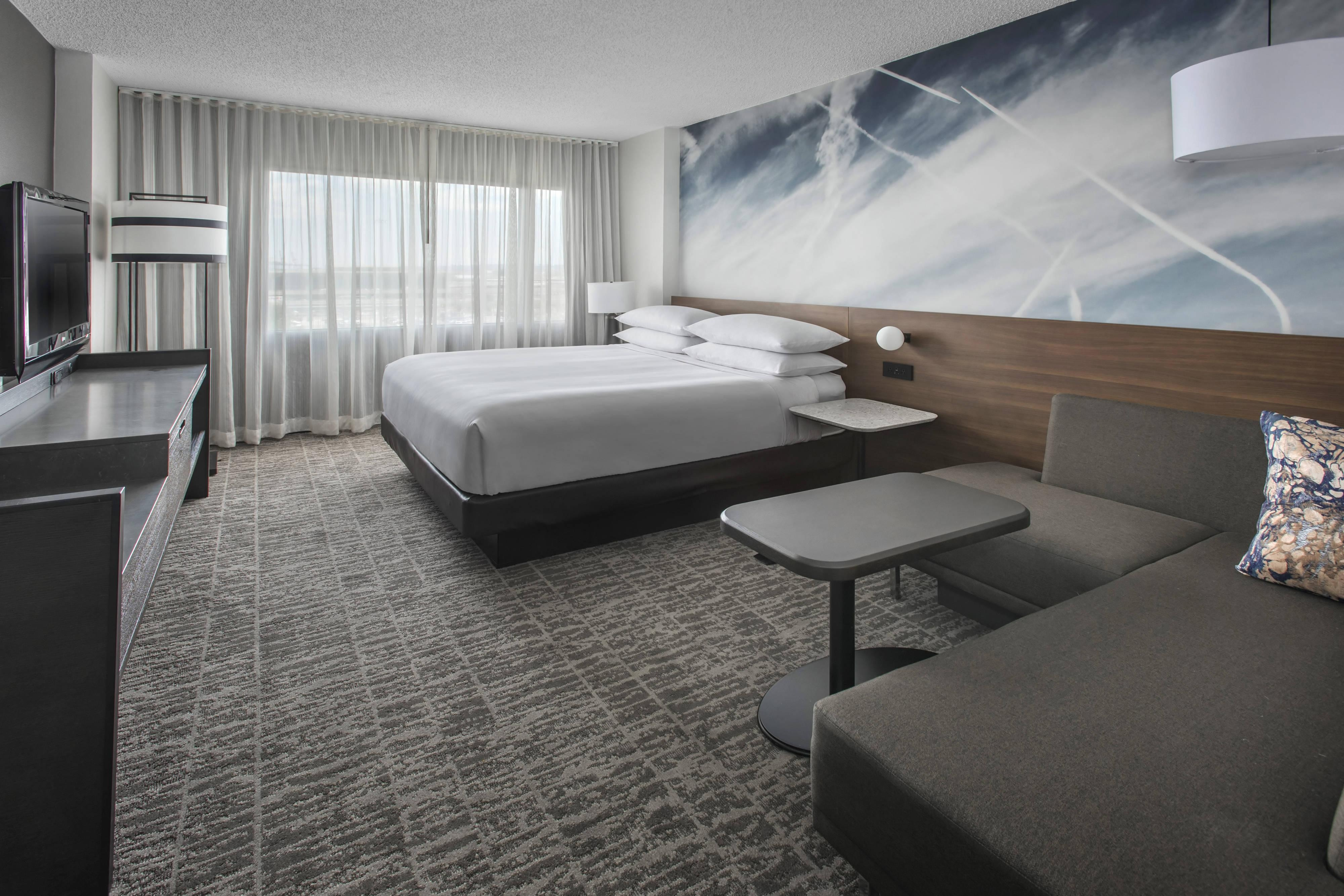 Newark king concierge level room