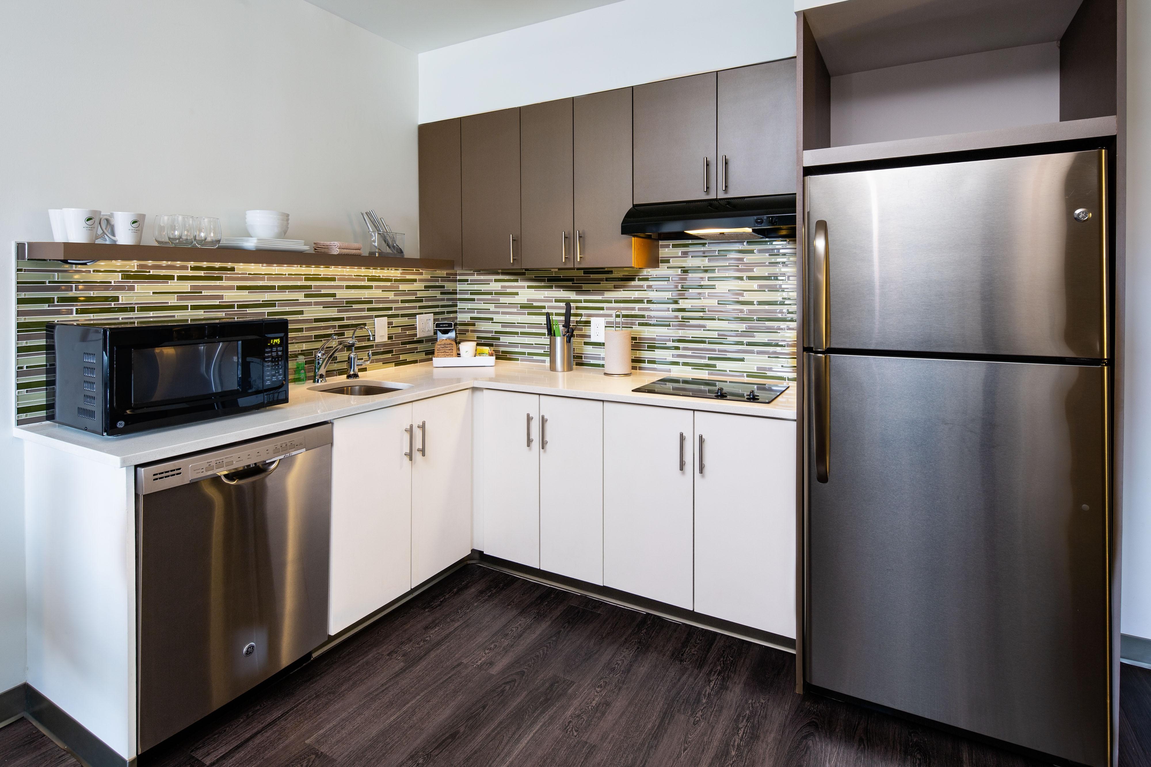 Einrichtung des Gästezimmers– voll ausgestattete Küche