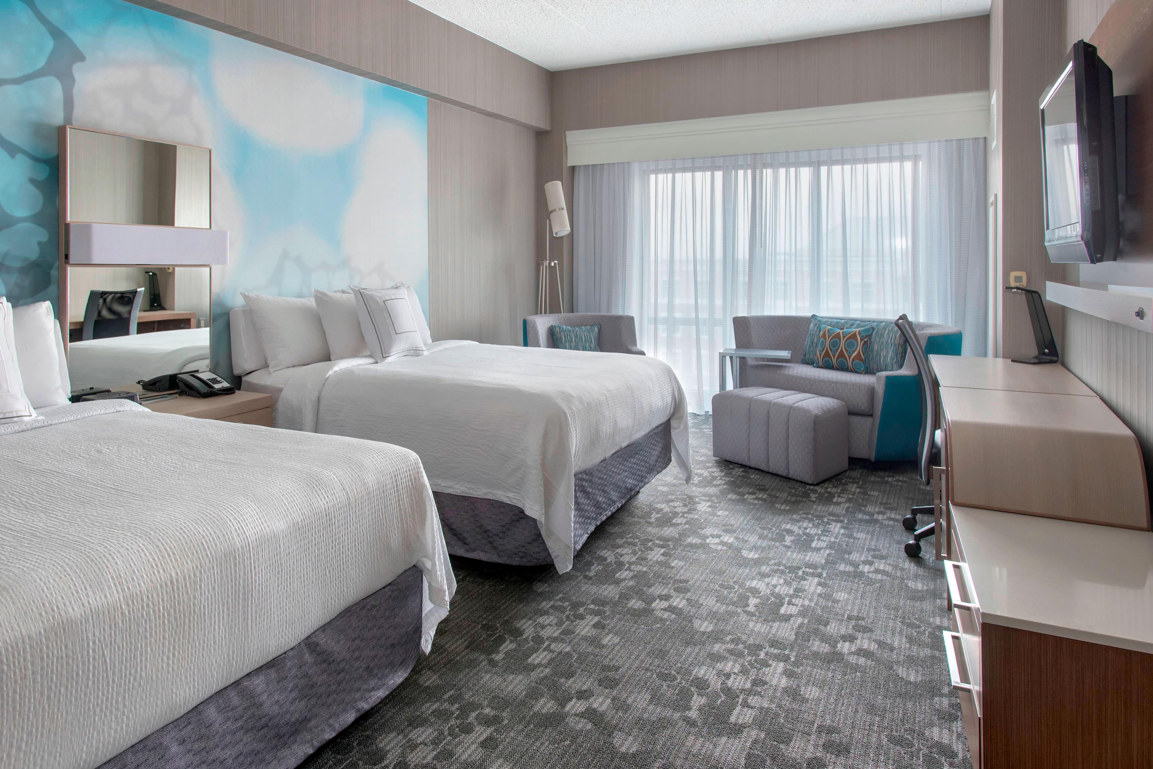 Queen/Queen Guest Room - LoungeAround™