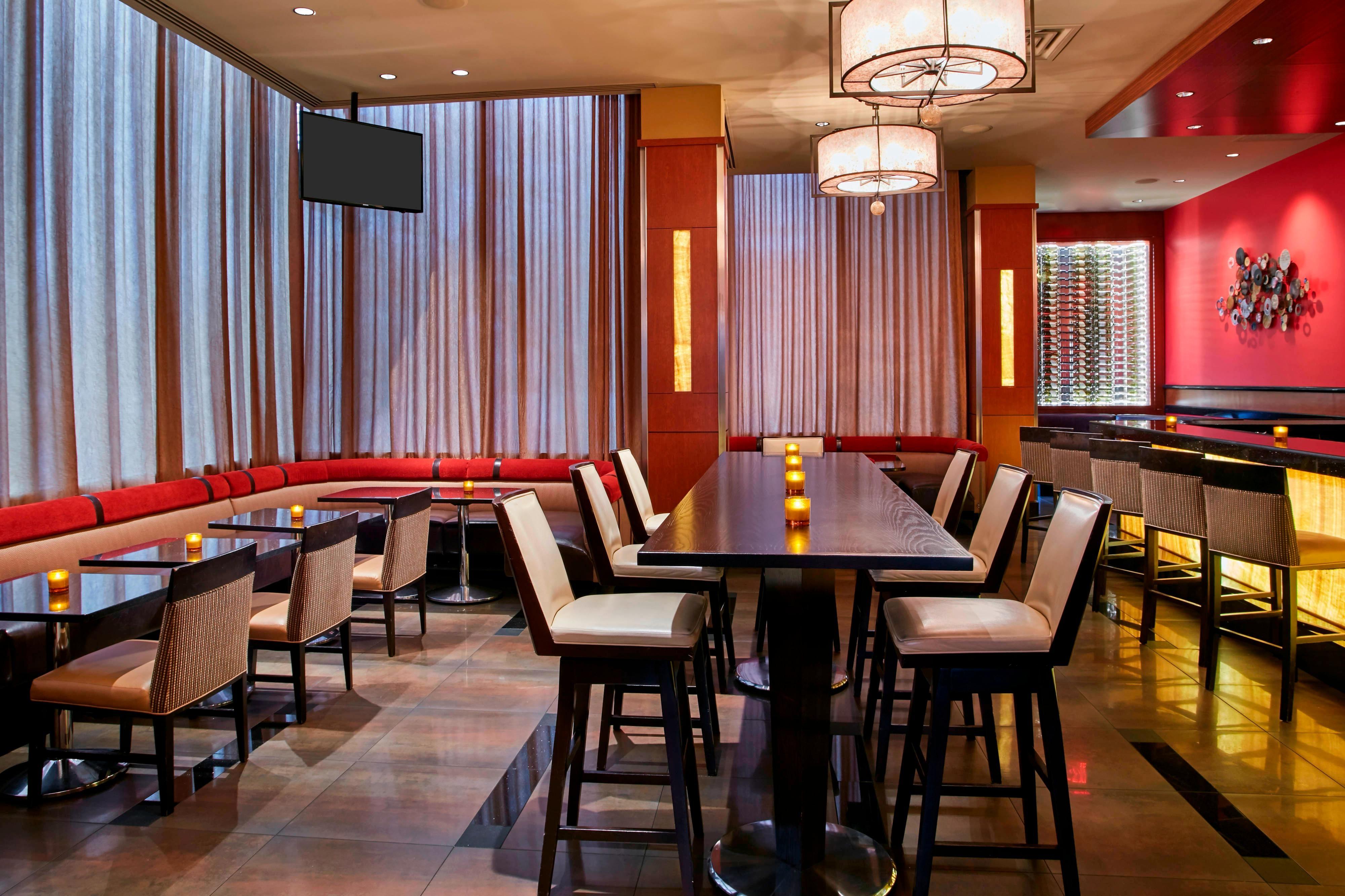 Glen Lounge, seating, bar