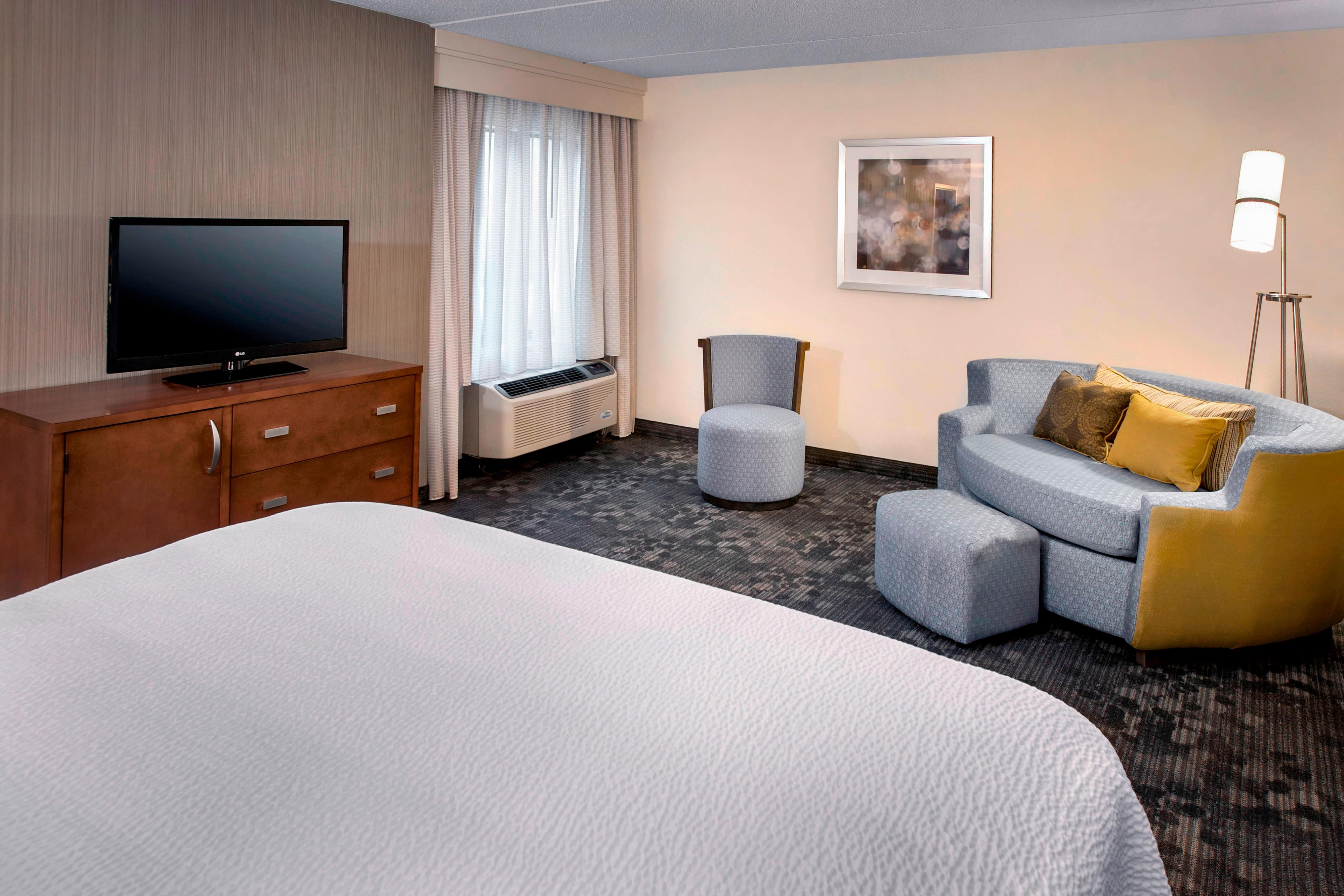 King Guest Room Seating Area