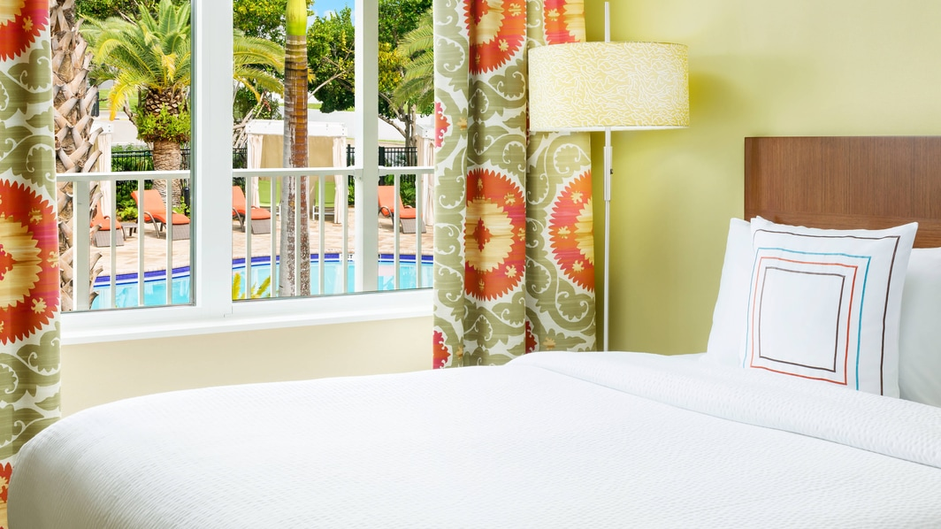 Guest Room, Pool View