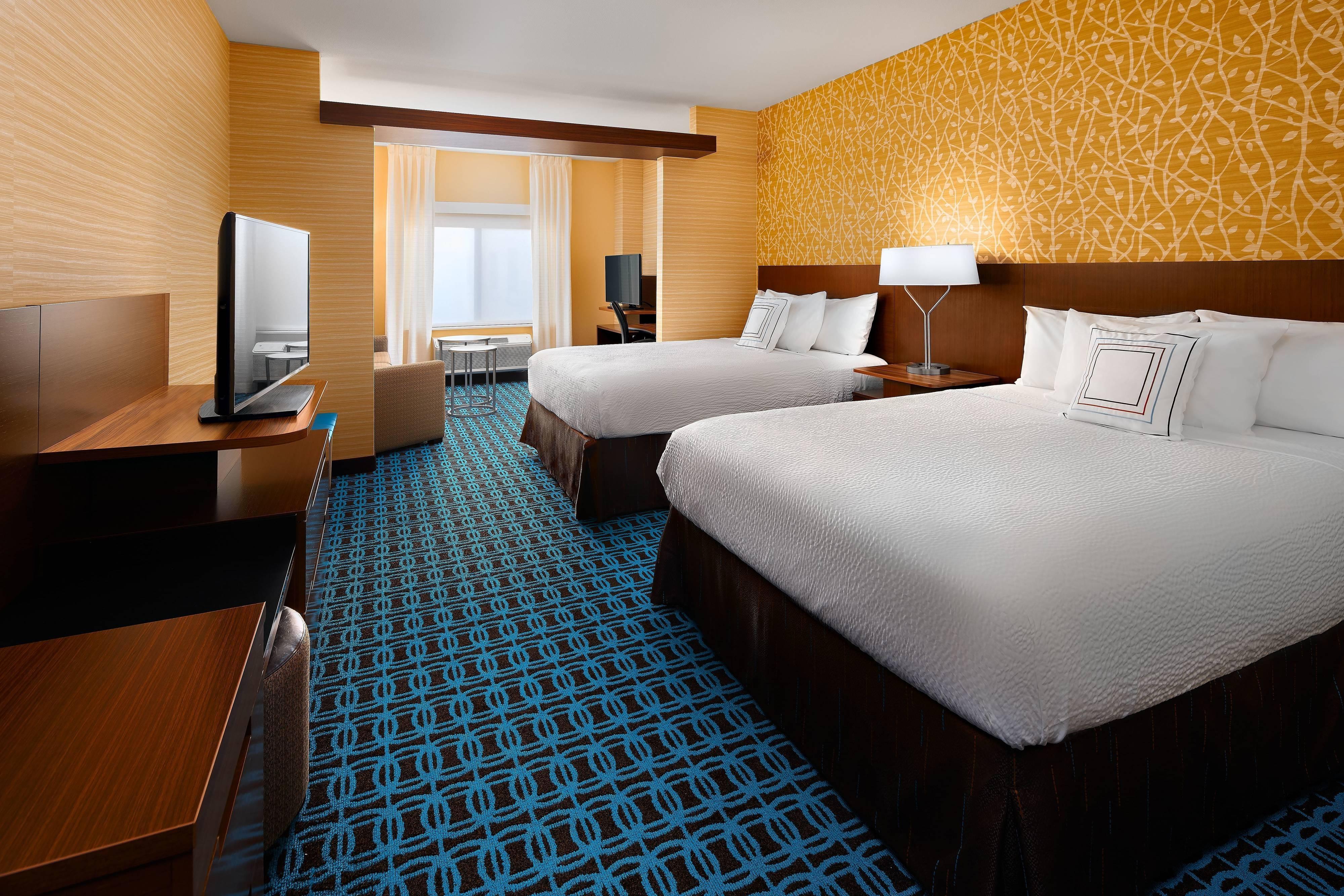 Executive Queen/Queen Suite - Sleeping Area
