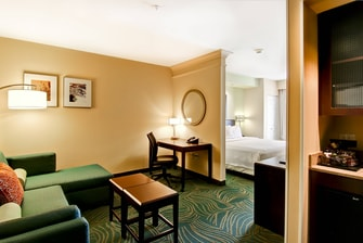 lodging and suites in fresno