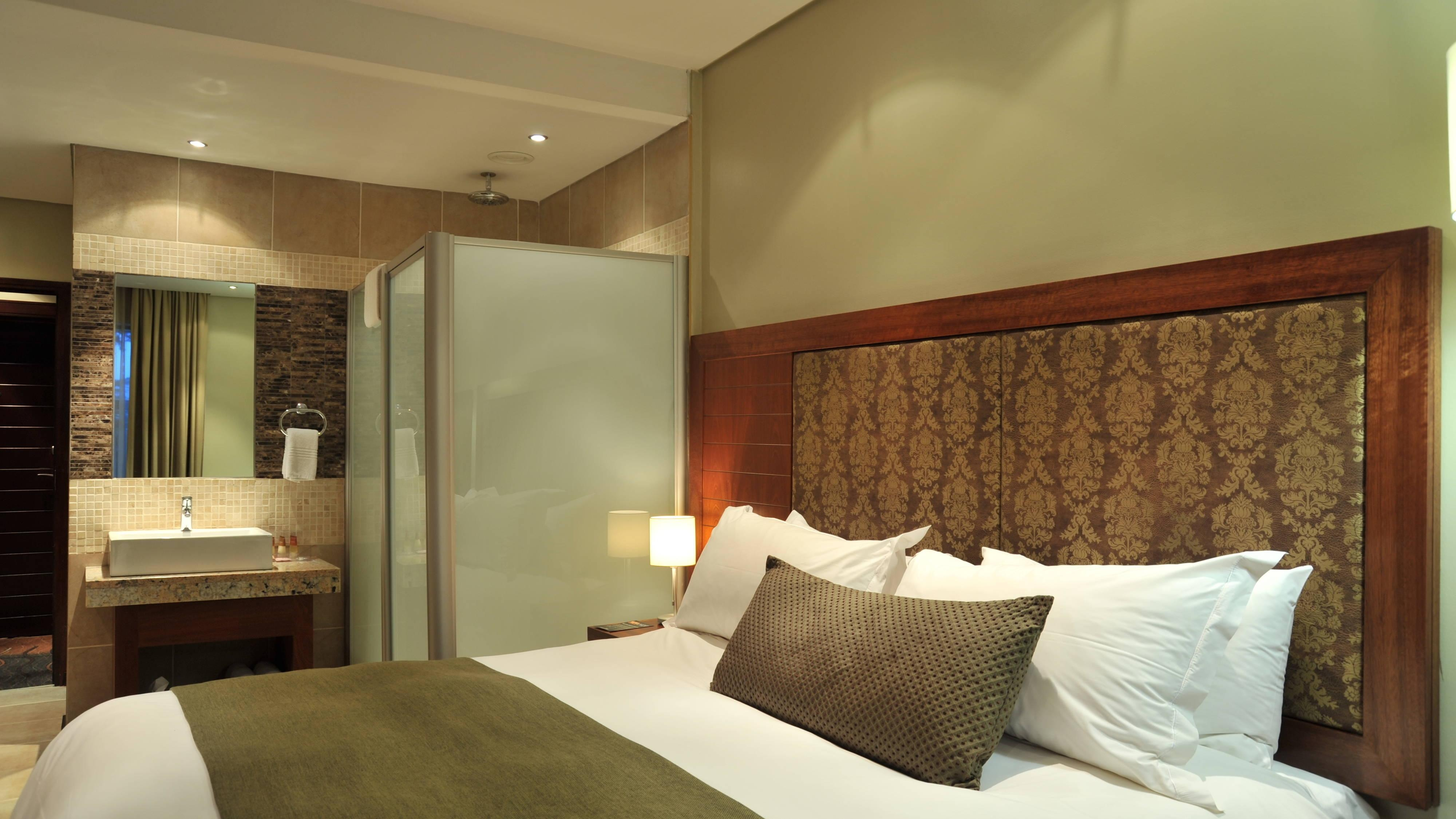 Clarens deluxe guest room accommodation