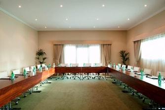 Dibba - daylight Meeting Room