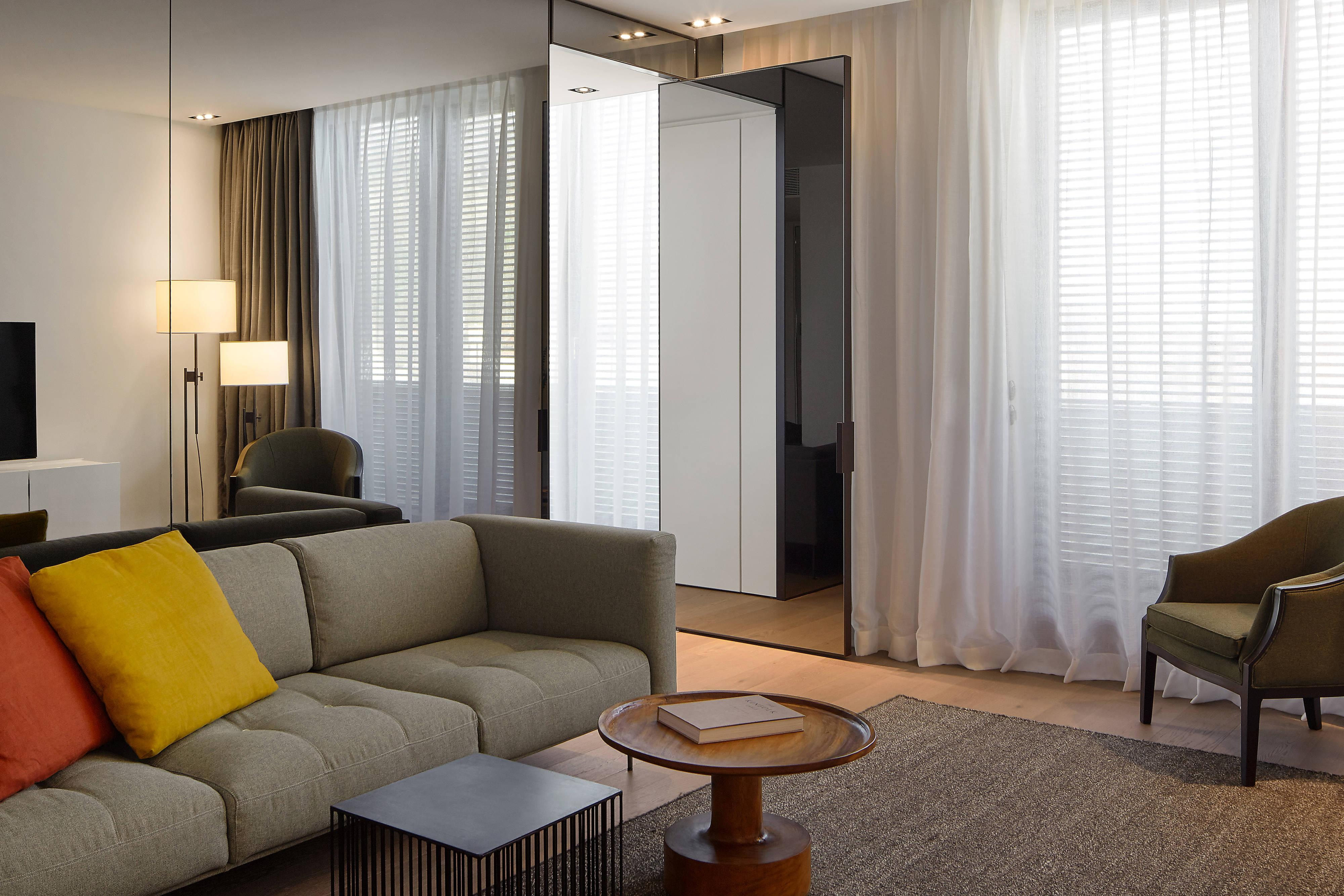 roomers baden baden autograph collection hotel amenities hotel room highlights. Black Bedroom Furniture Sets. Home Design Ideas