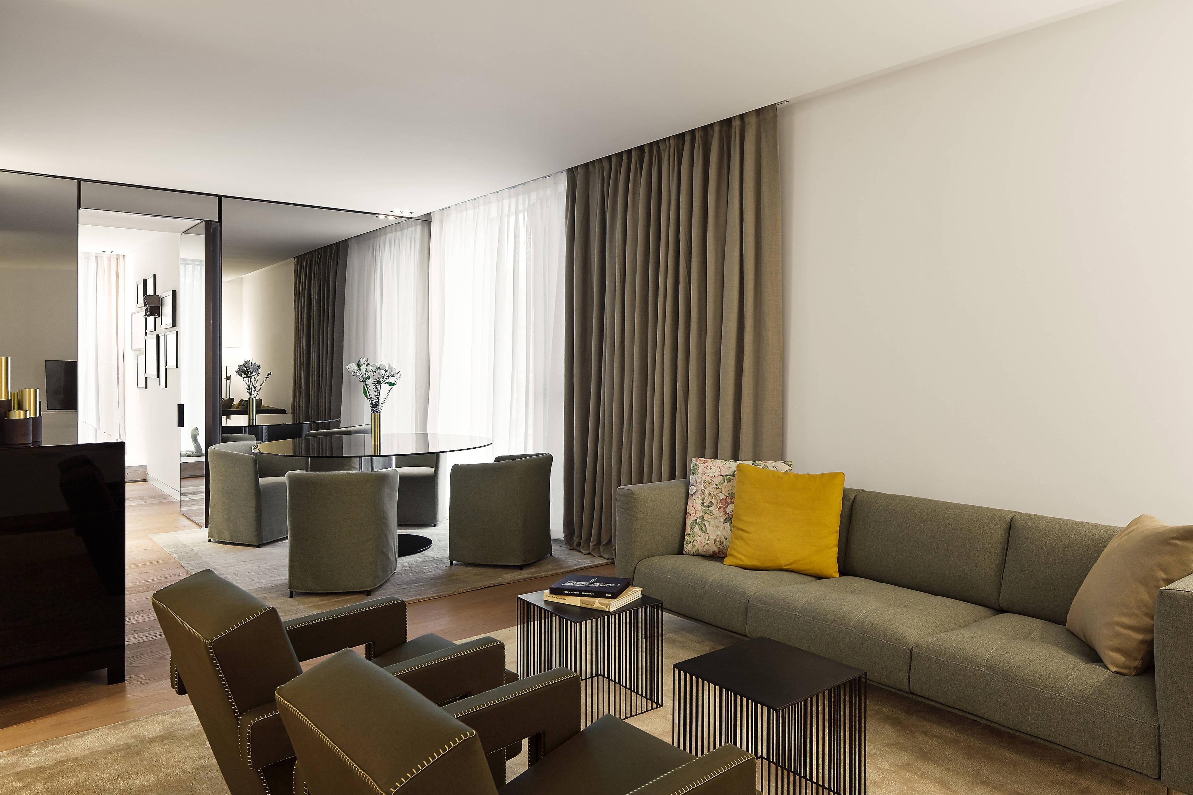 Deluxe Suite - Living Area