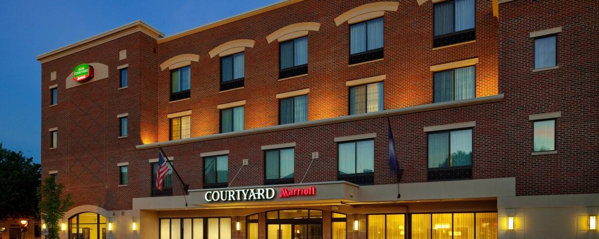 Hotel in Fredericksburg VA exterior