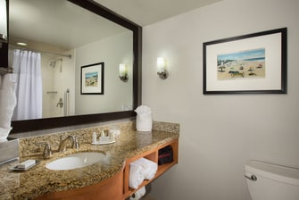 Courtyard Fort Lauderdale Beach Guest Bathroom