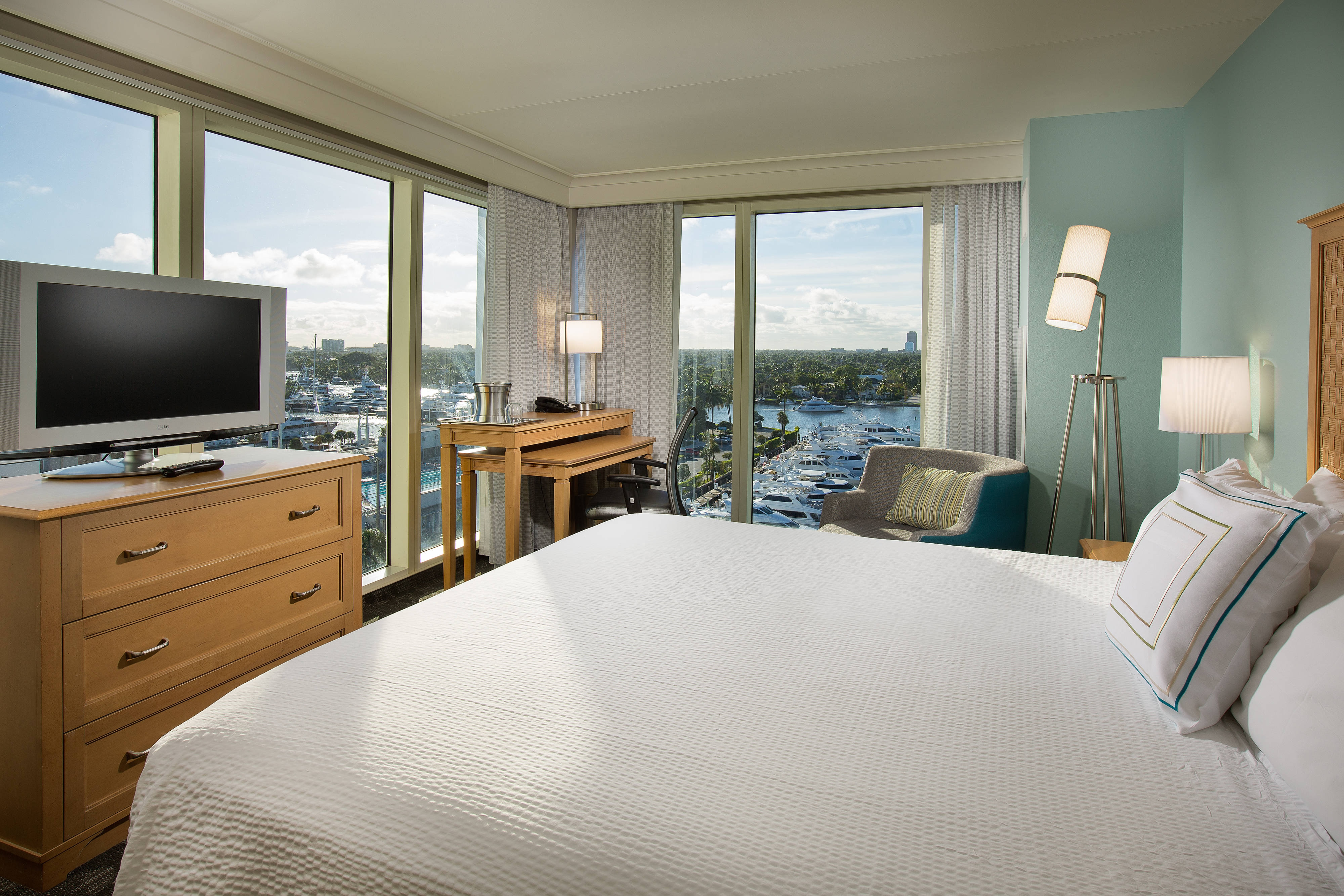 King Guest Room - Intracoastal View