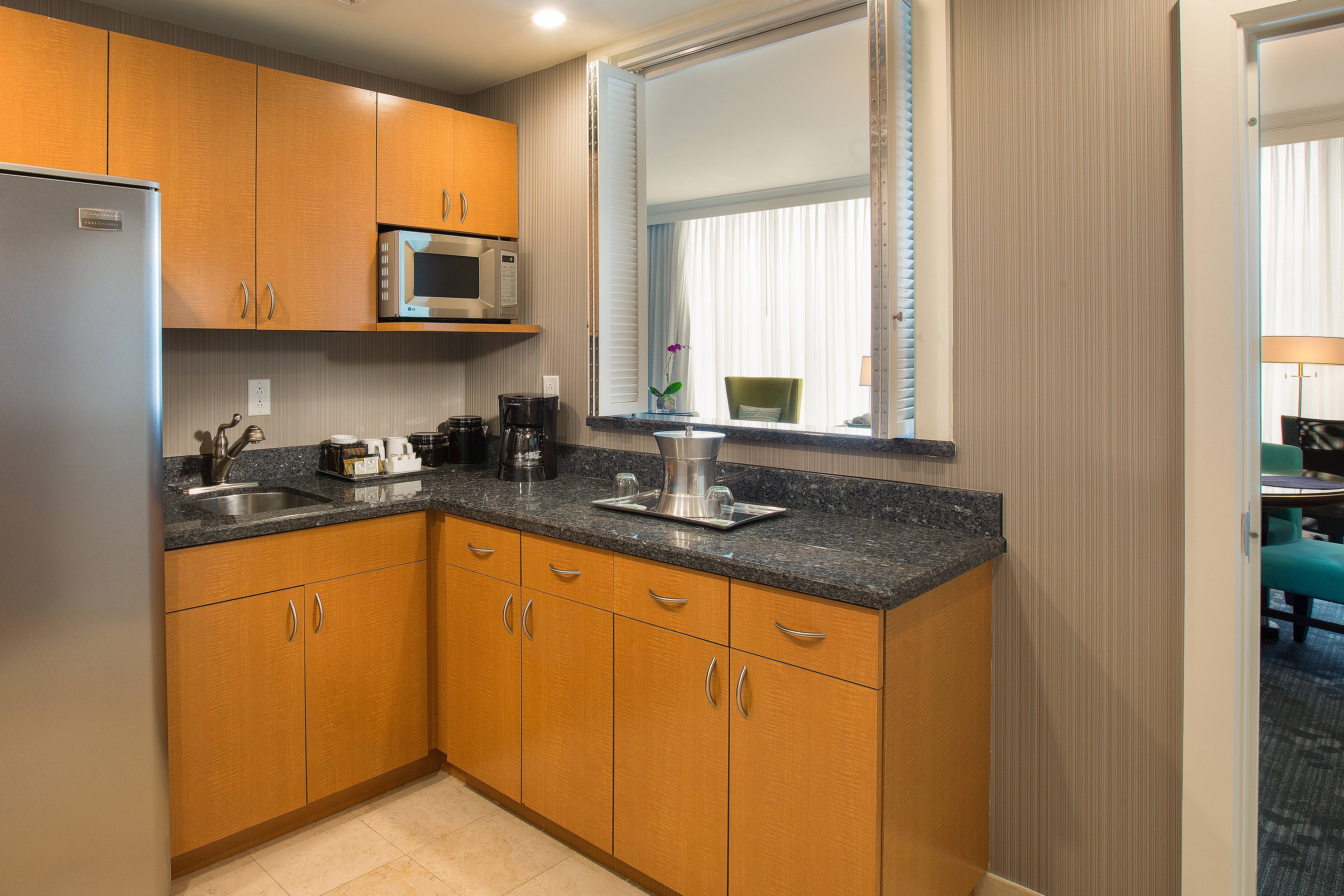 Courtyard Fort Lauderdale Beach Presidential Suite Kitchenette