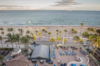 Habitación frente al mar con vistas en el Courtyard Fort Lauderdale Beach