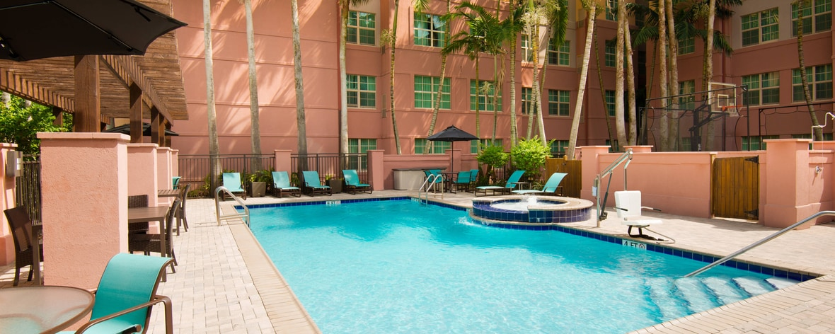 Miramar Hotel with Outdoor Pool