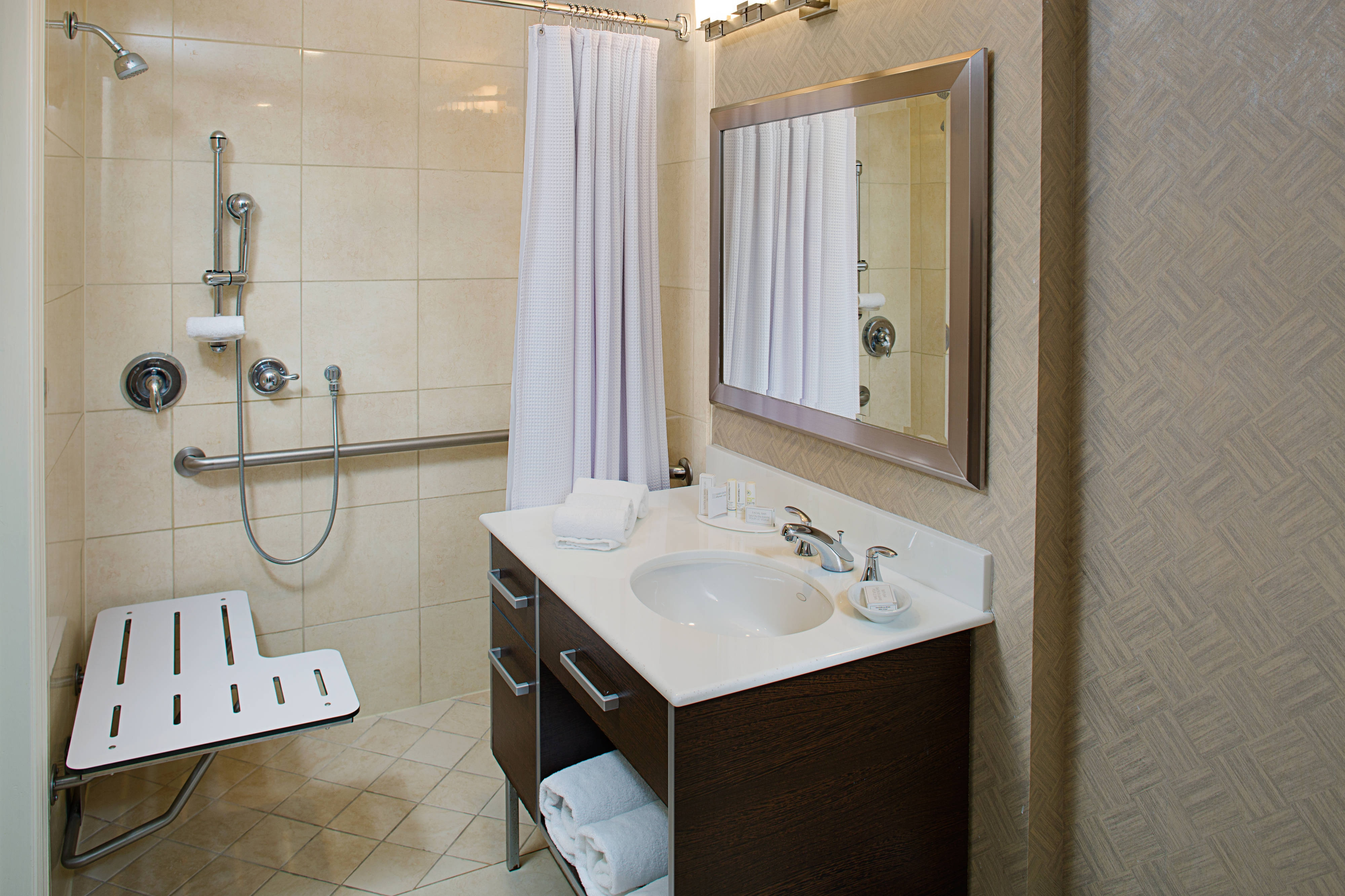 Fort Lauderdale Accesible Hotel Bathroom