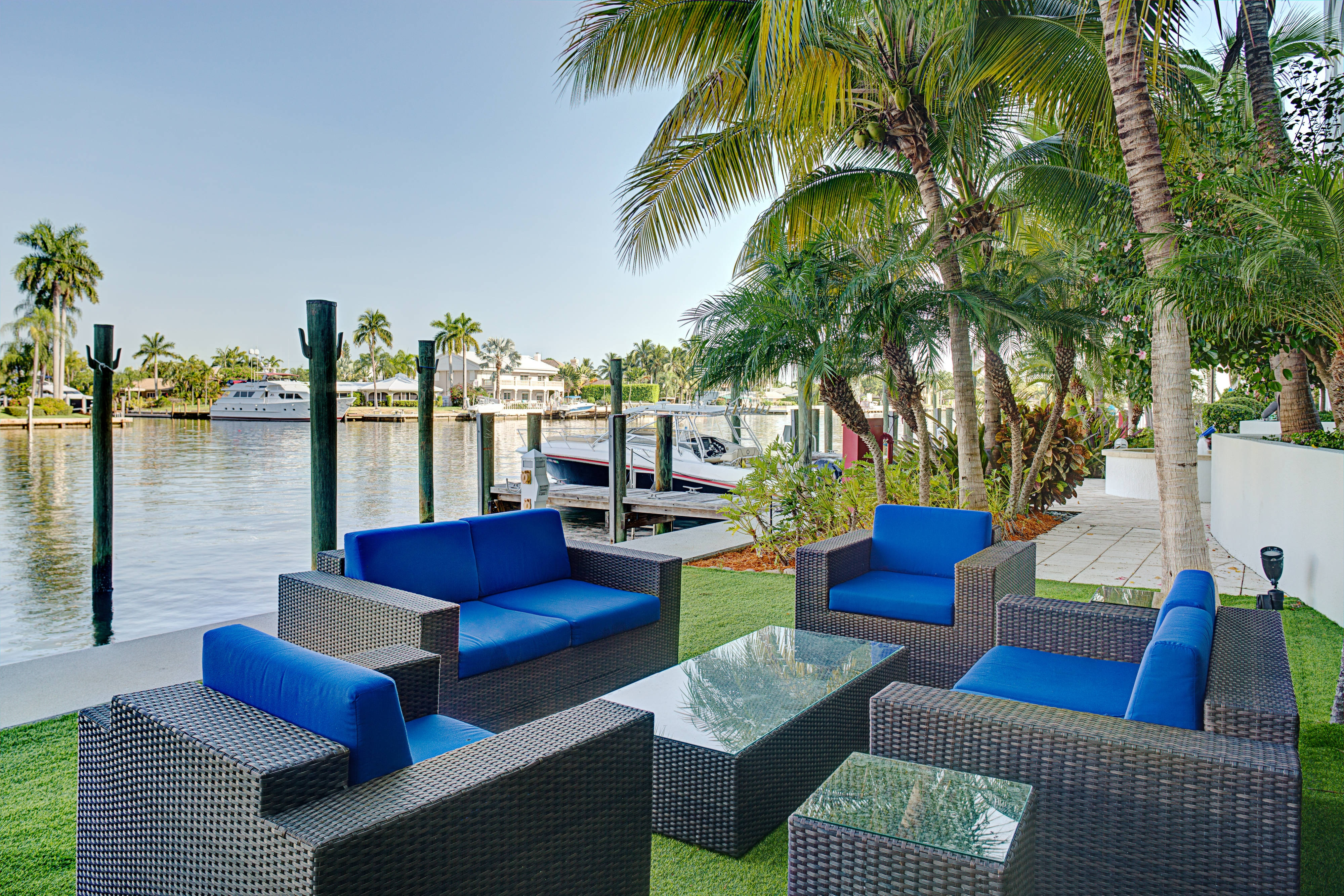 Waterfront Seating In Fort Lauderdale