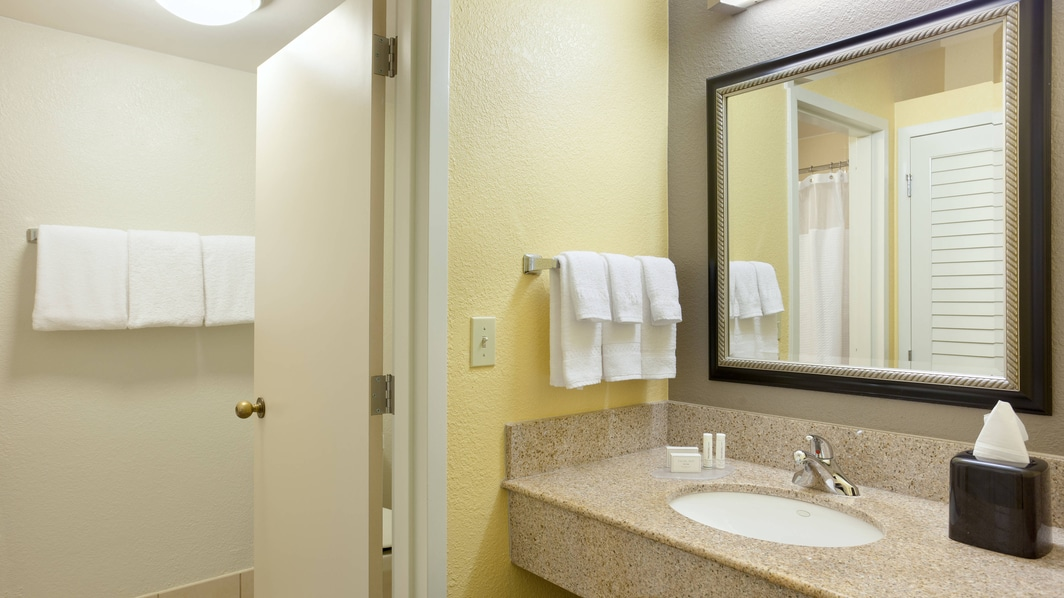 Plantation, FL Hotel Guest Bathroom