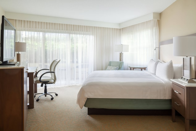King Guest Room - Resort View