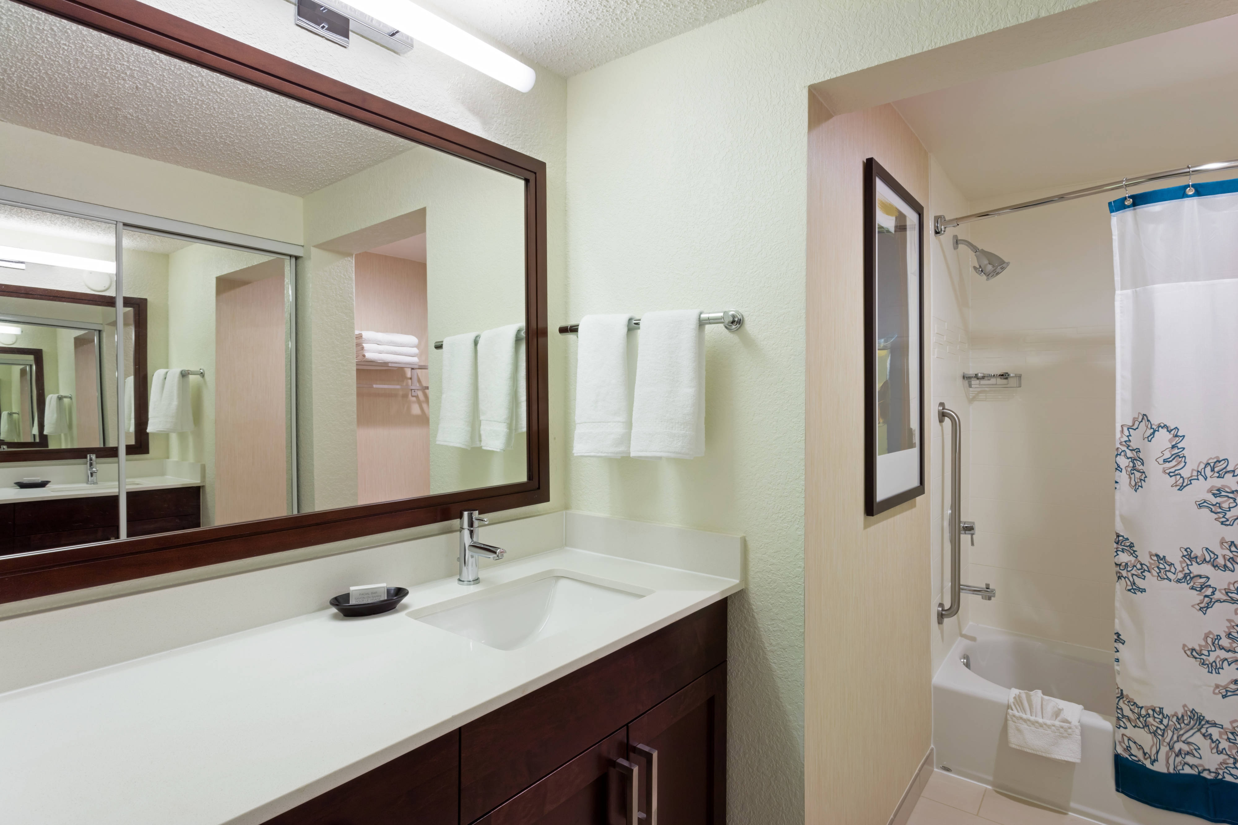 Plantation FL Hotel Suite Bathroom