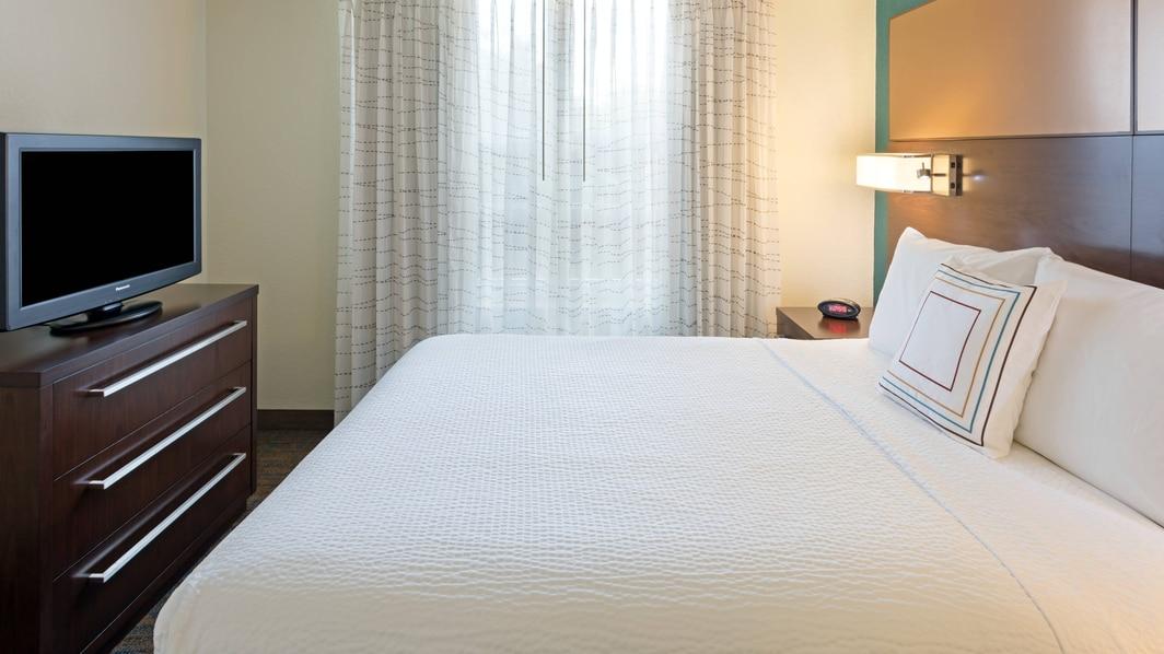 Plantation FL Hotel Suite Bedroom