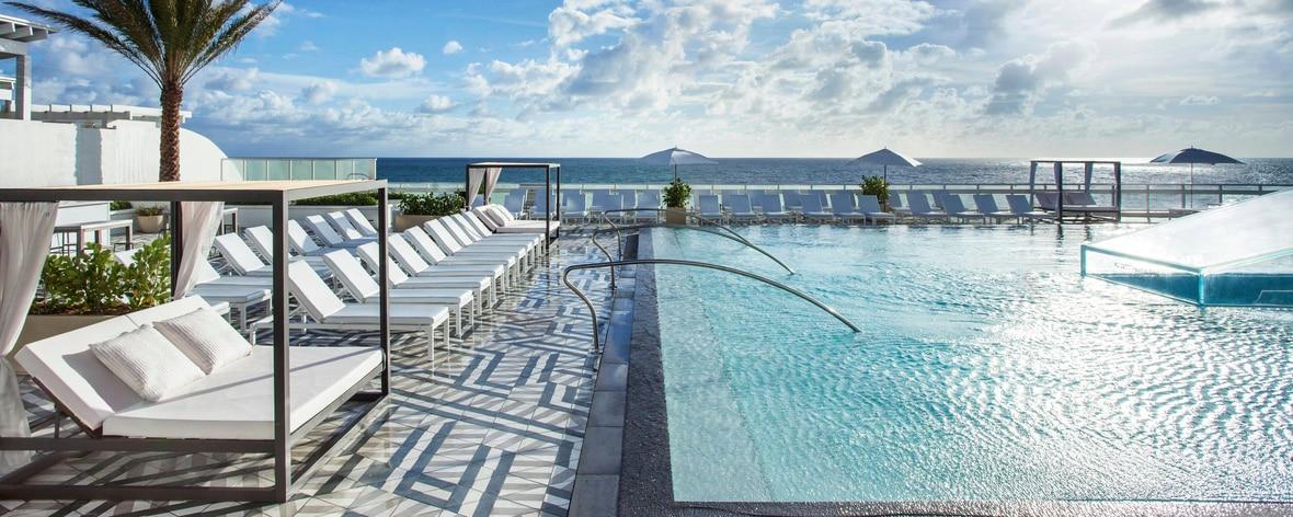 WET East Oceanfront - piscina com borda infinita
